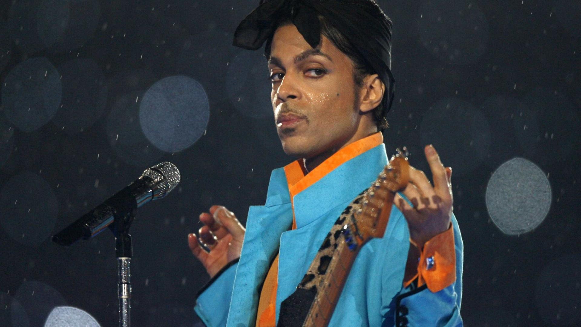 Álbum inédito de Prince chega hoje às lojas