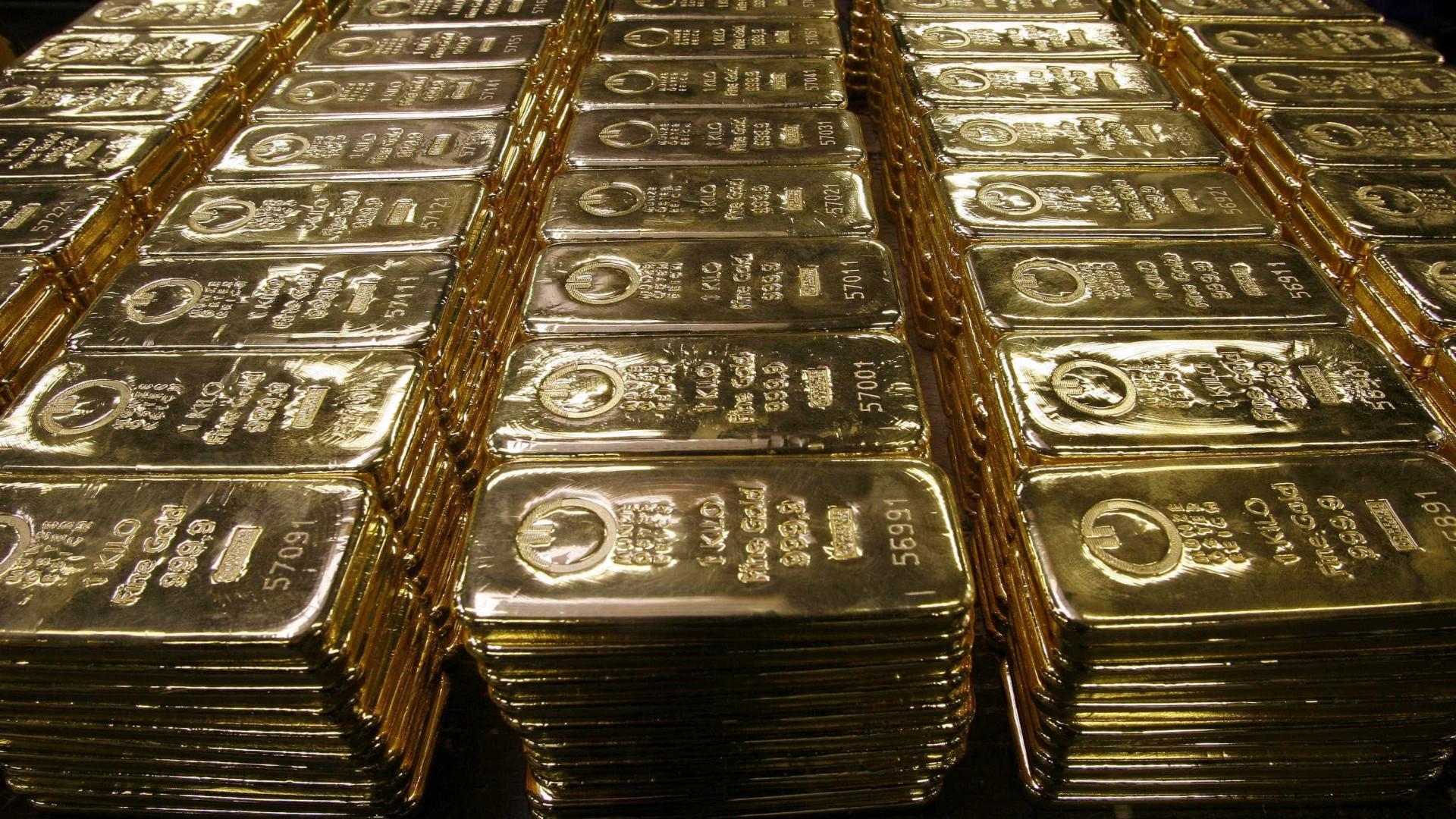 Ouro continua a perder valor