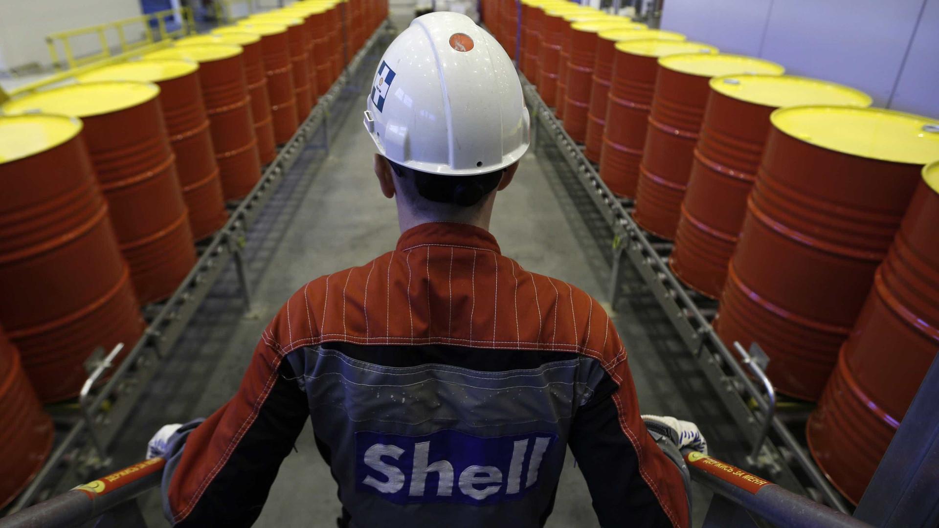Petróleo prepara-se para registar a maior queda mensal desde 2008