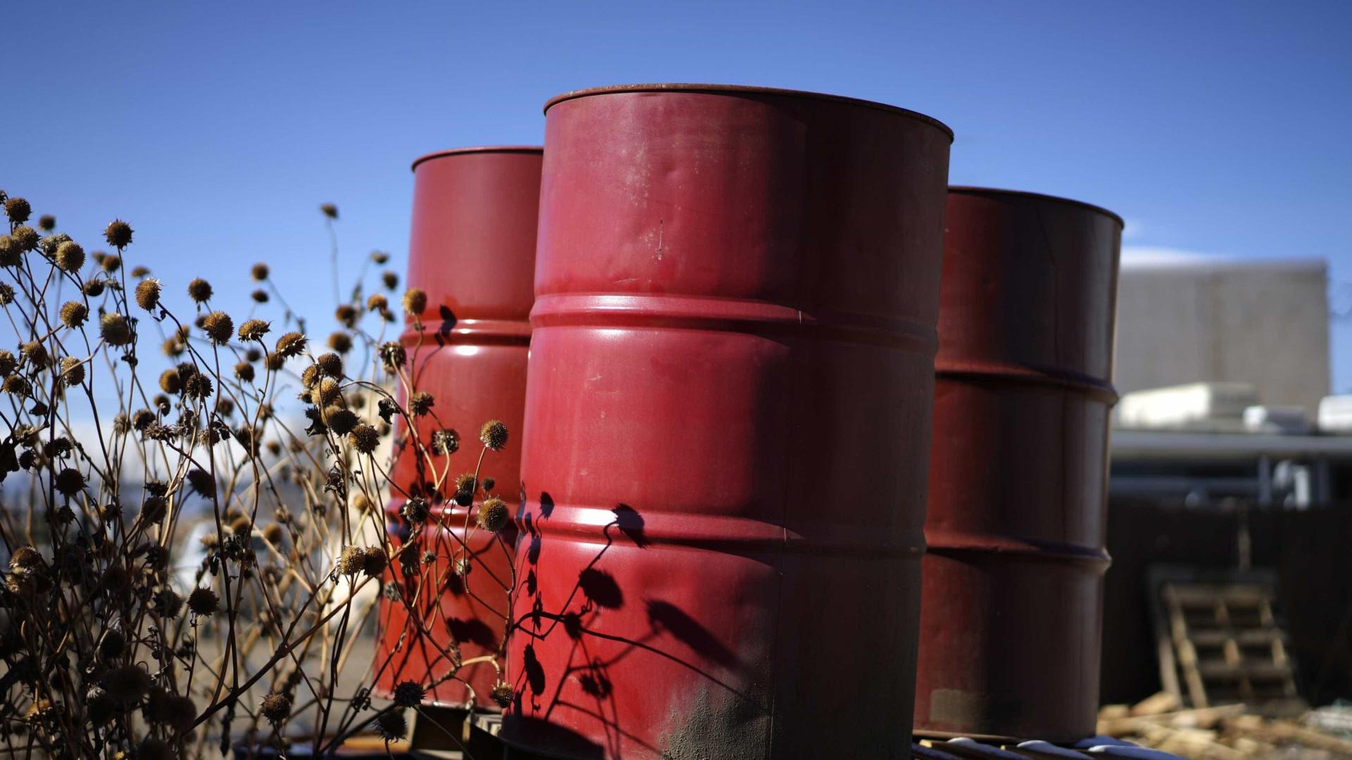 Petróleo cai pelo terceiro dia consecutivo
