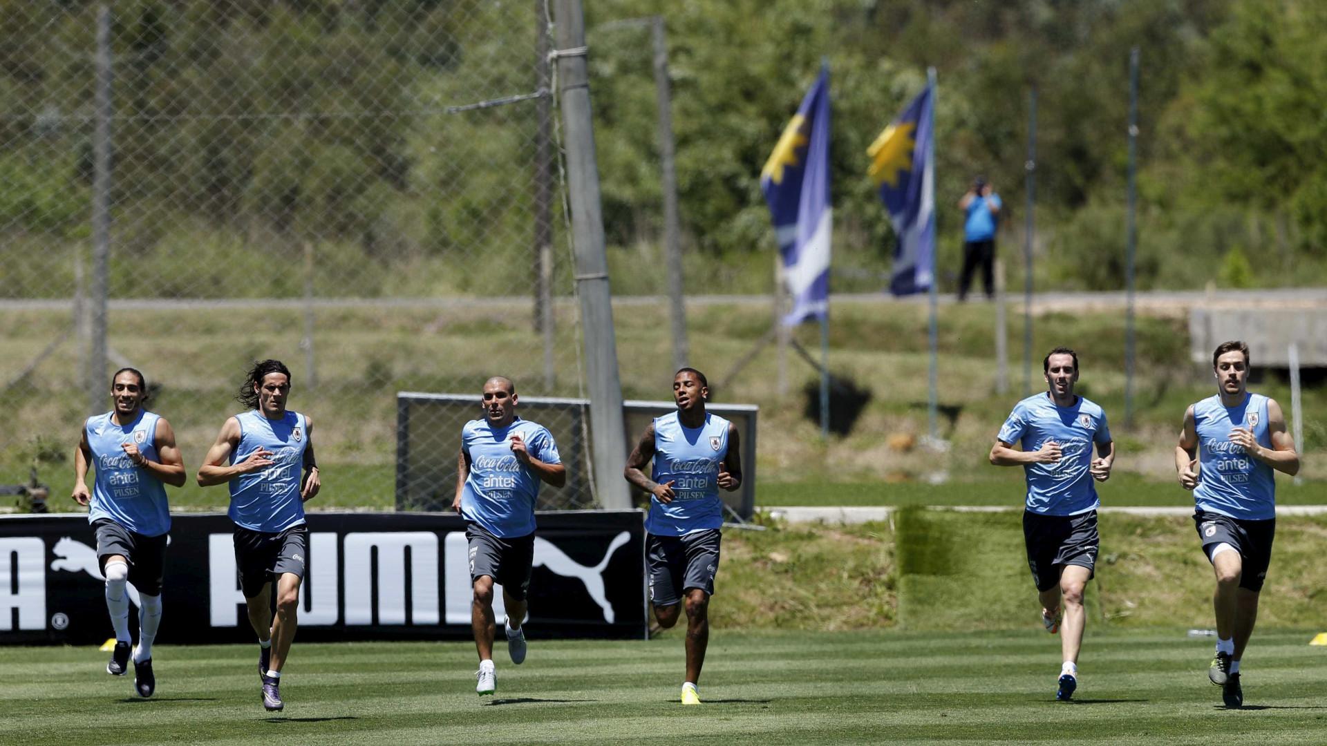 Maxi Pereira e Sebastian Coates nos 26 pré-convocados do Uruguai