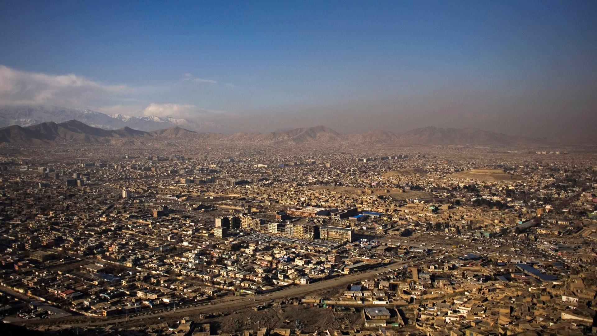 Pelo menos três pessoas morrem num atentado em Cabul