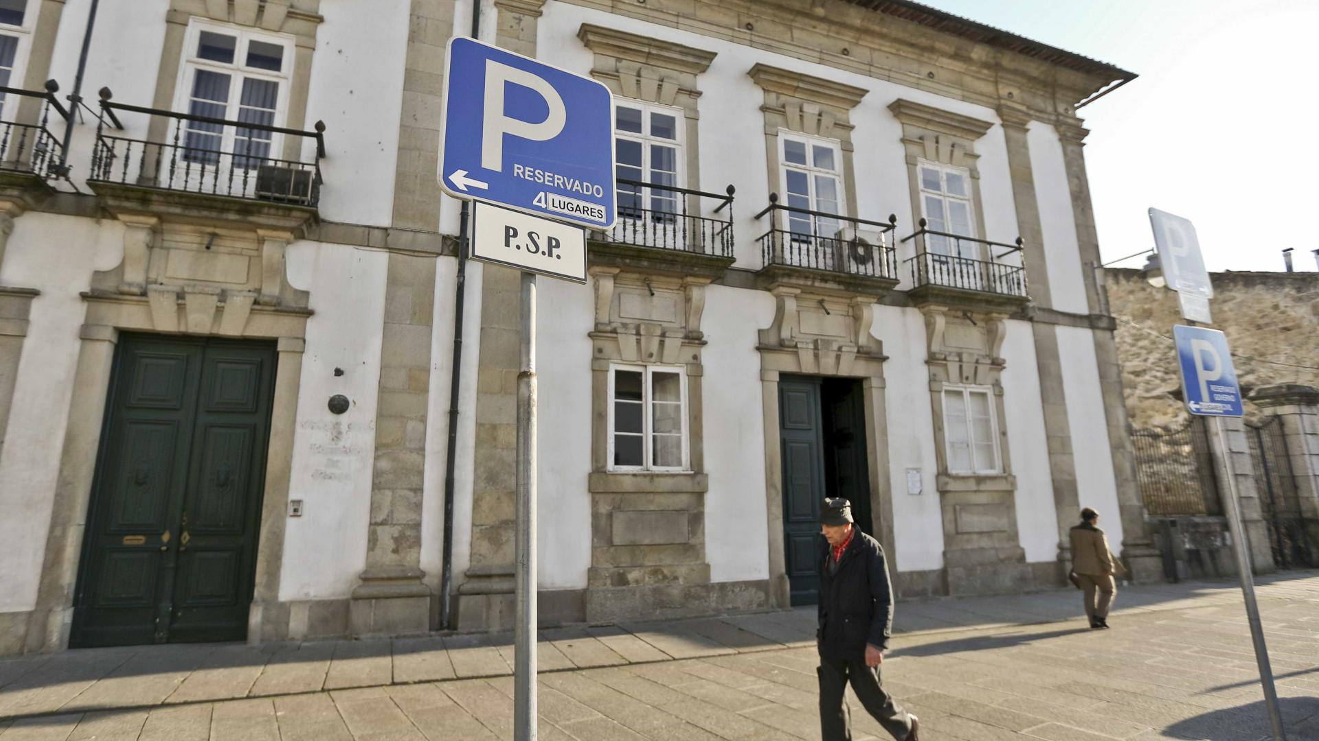 """No comando da PSP Braga """"confundem-se polícias com baratas"""""""