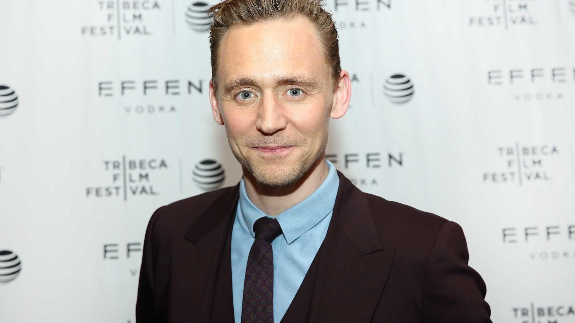 Tom Hiddleston pede desculpa após ser criticado pelo discurso nos Globos
