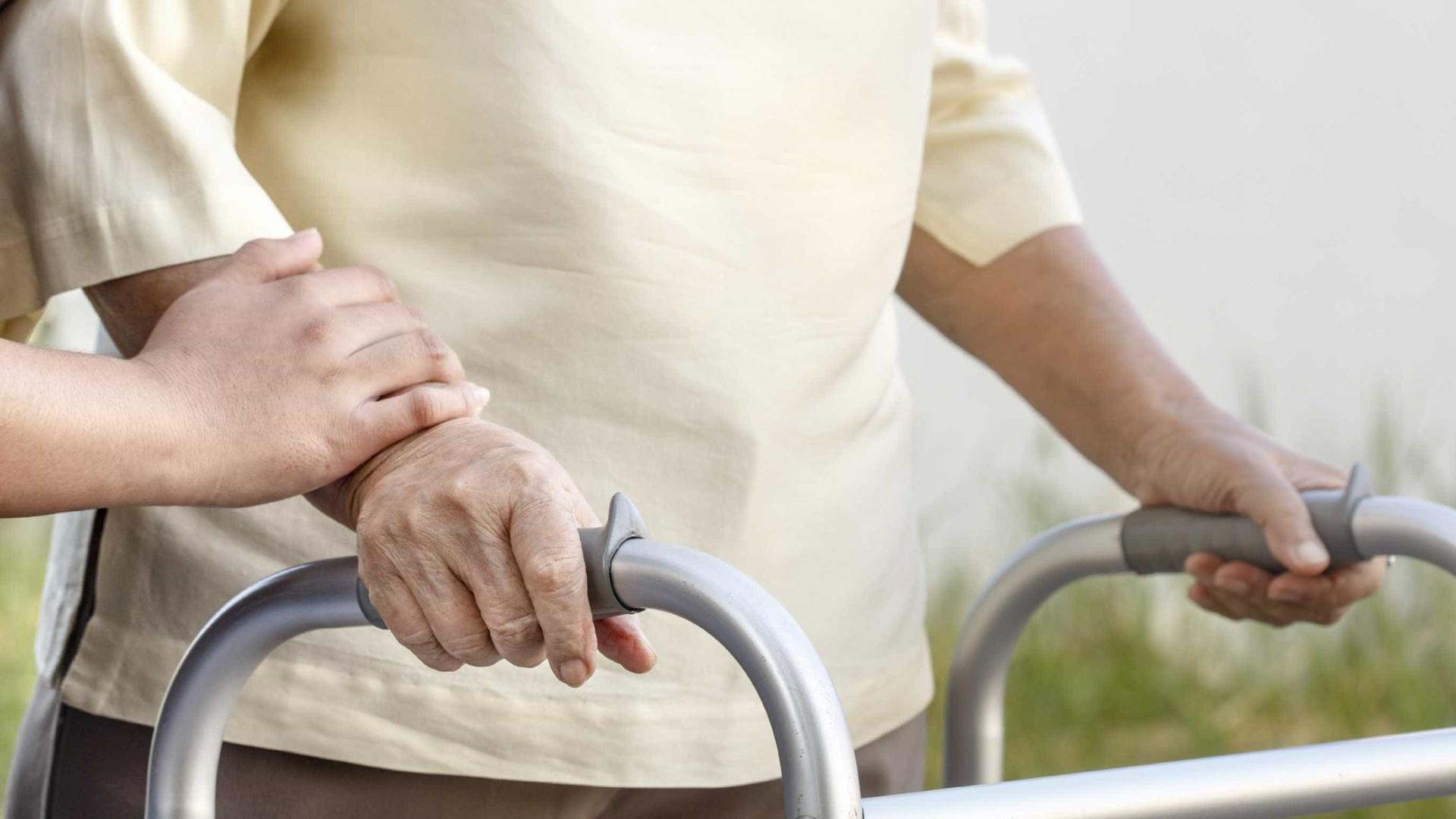Constituídos cinco arguidos por maus-tratos a idosos