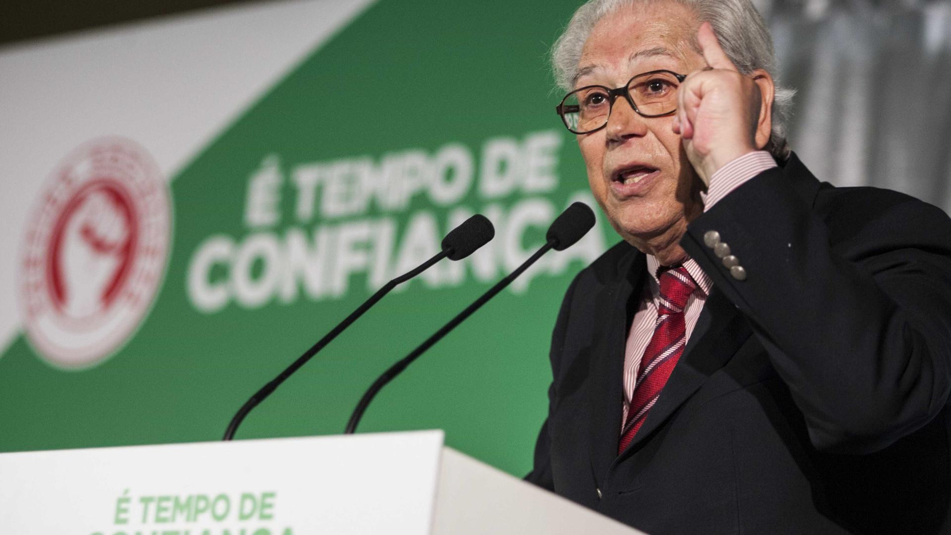 """António Arnaut lembrado ao som de """"Verdes Anos"""", de Carlos Paredes"""