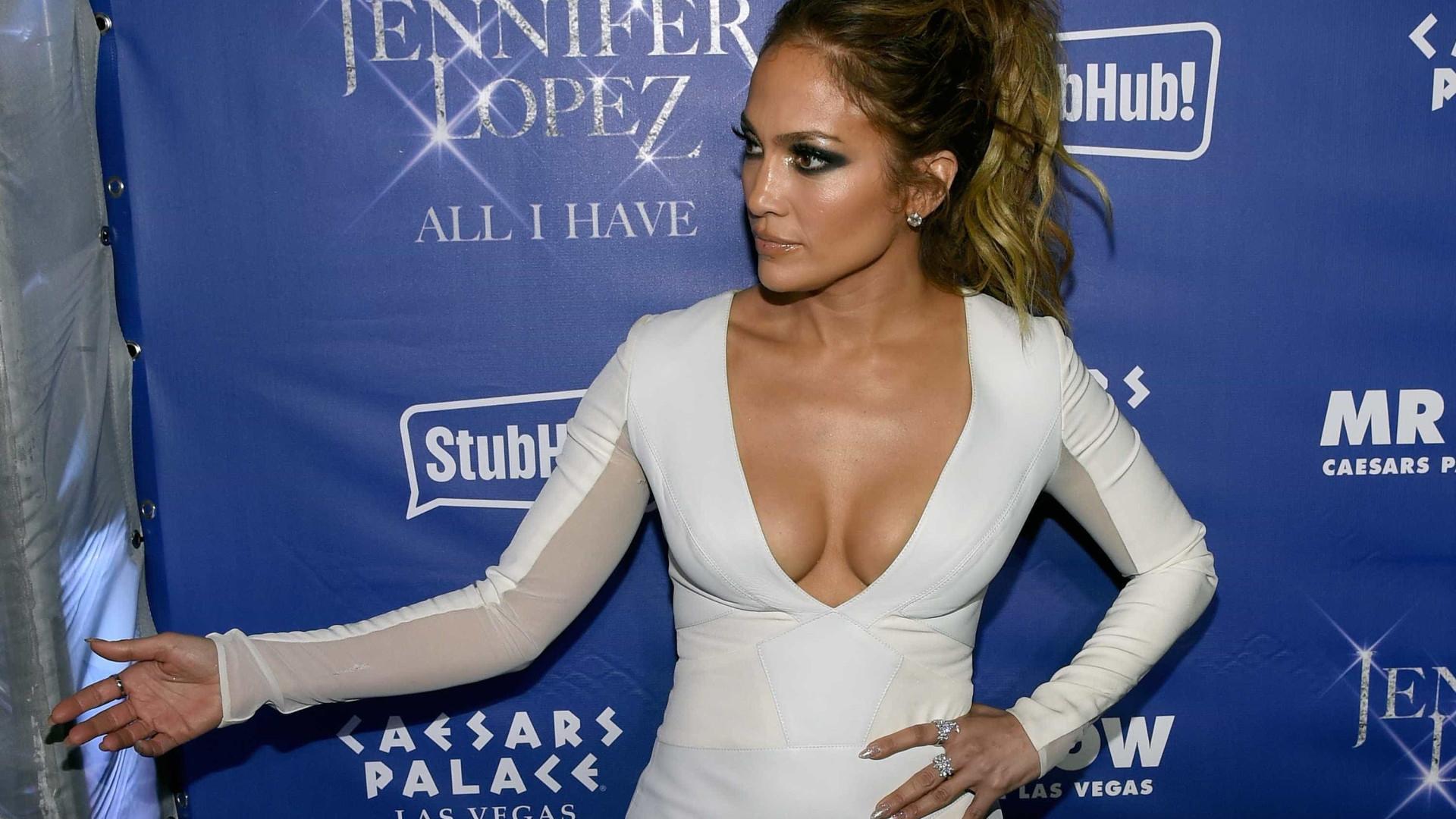Jennifer Lopez mostra a filha em rara aparição pública