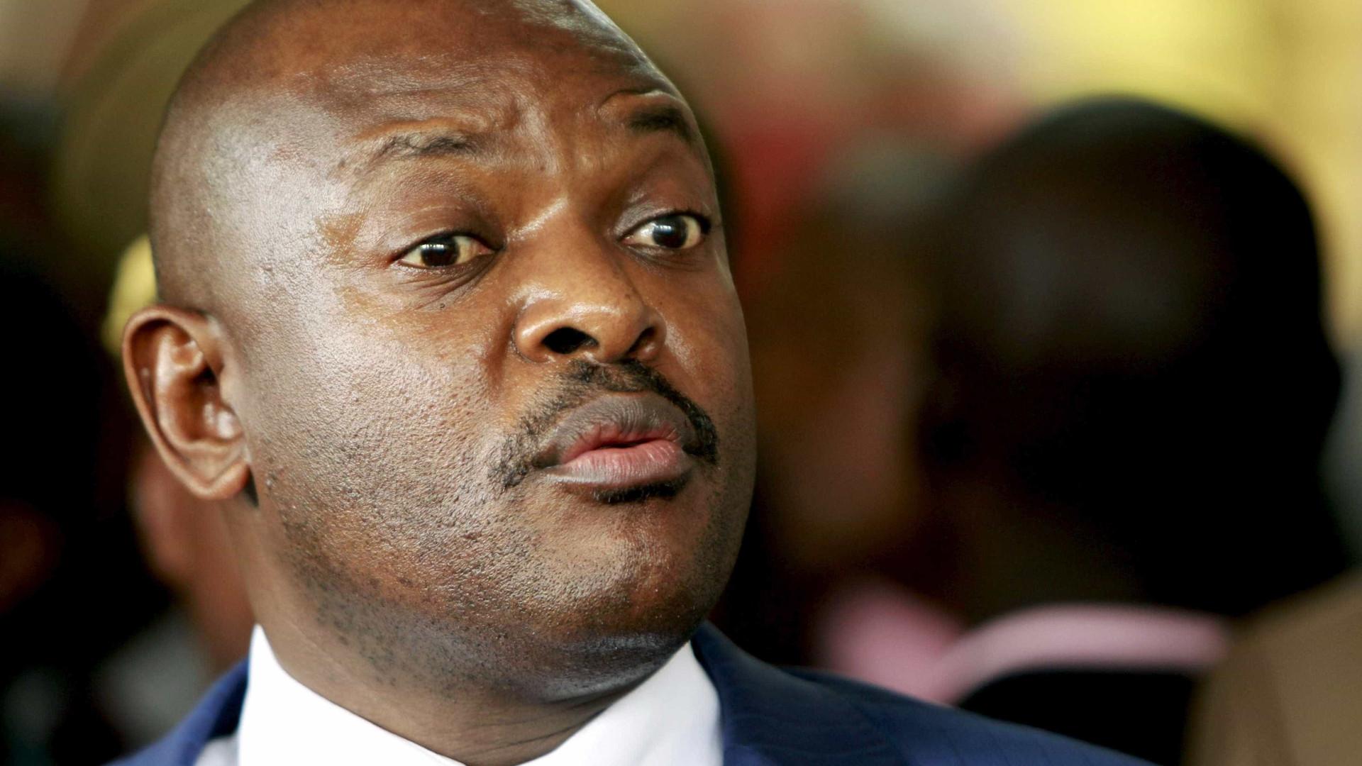 """Urnas abrem no Burundi para um referendo constitucional """"à porta fechada"""""""