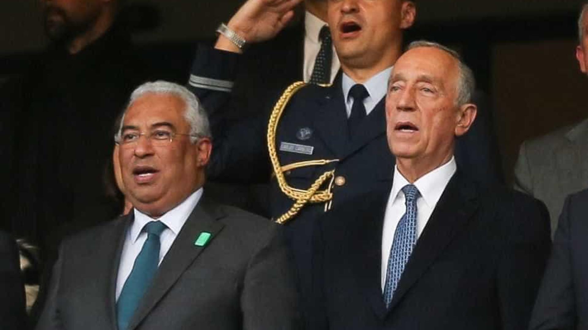 Marcelo e Costa juntos e com tochas na mão na maior festa portuguesa