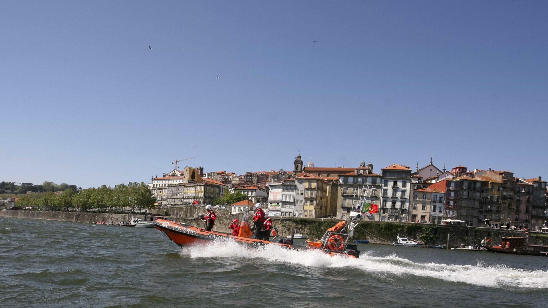 Turista norte-americano desaparecido após mergulho no Douro