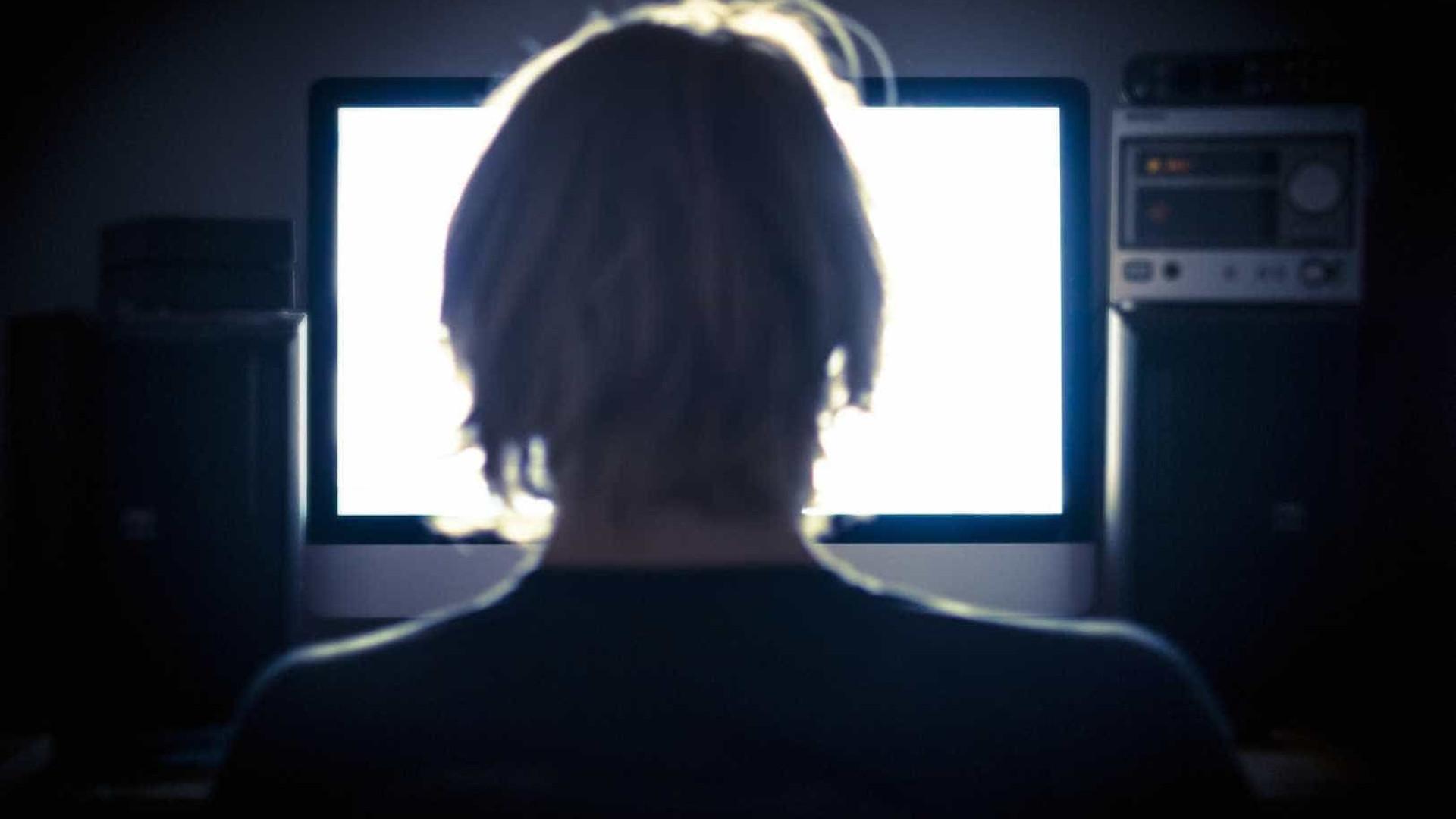 Jovem partilhou durante anos centenas de imagens pornográficas de menores