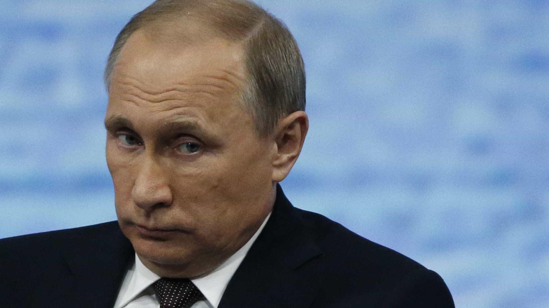 """Vladimir Putin diz não procurar confrontação, mas antes """"amigos"""""""