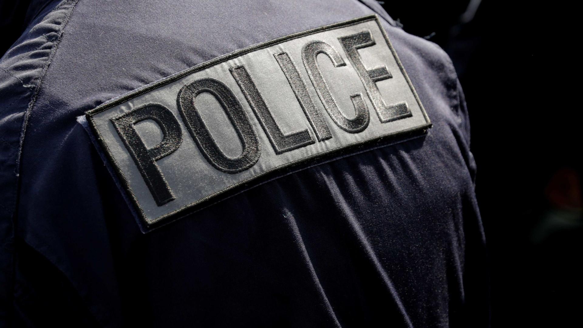 Soldado francês atacado por um homem armado com faca em Paris
