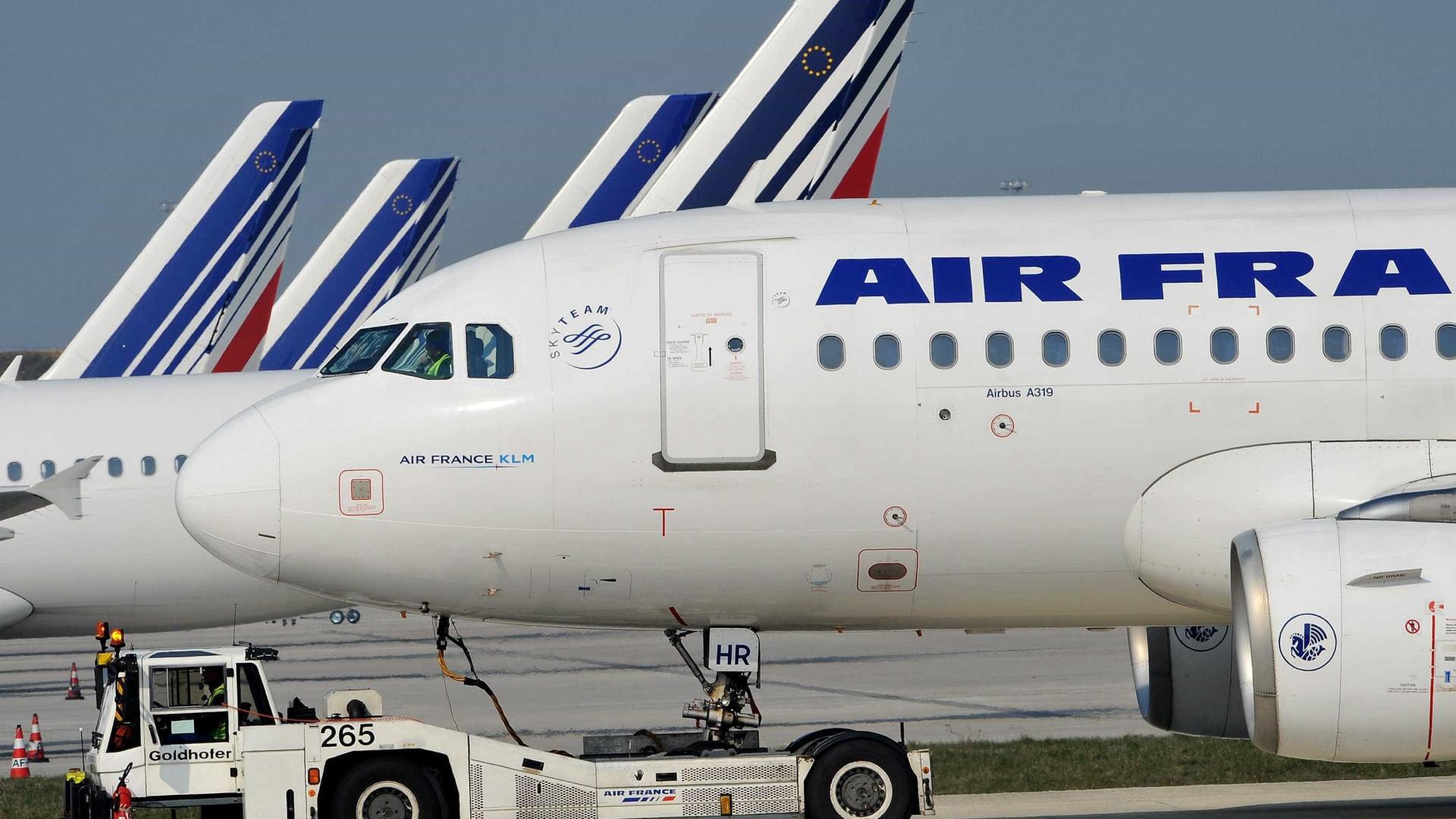 Avião da Air France atingido por relâmpago declara emergência