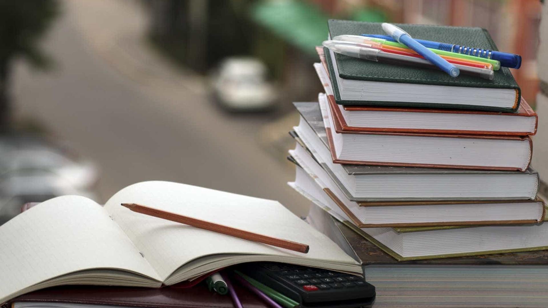 Distribuição de manuais escolares gratuitos alargada até ao 12.º ano