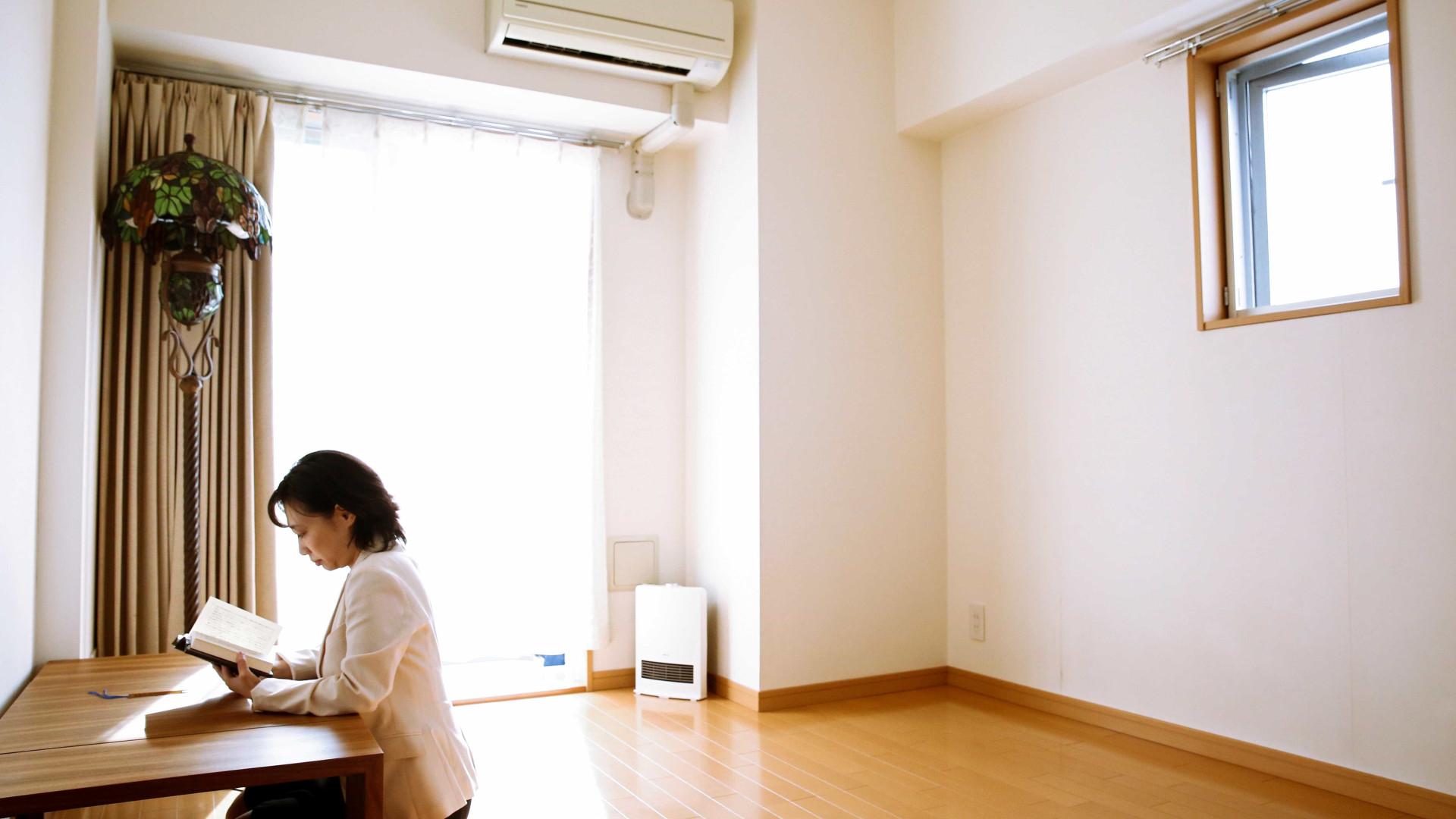 Casas minimalistas. De quantos objetos precisa para (sobre)viver?
