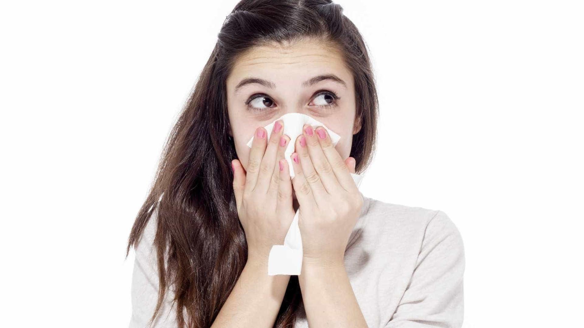 Quão mau é reutilizar um lenço para limpar o nariz?