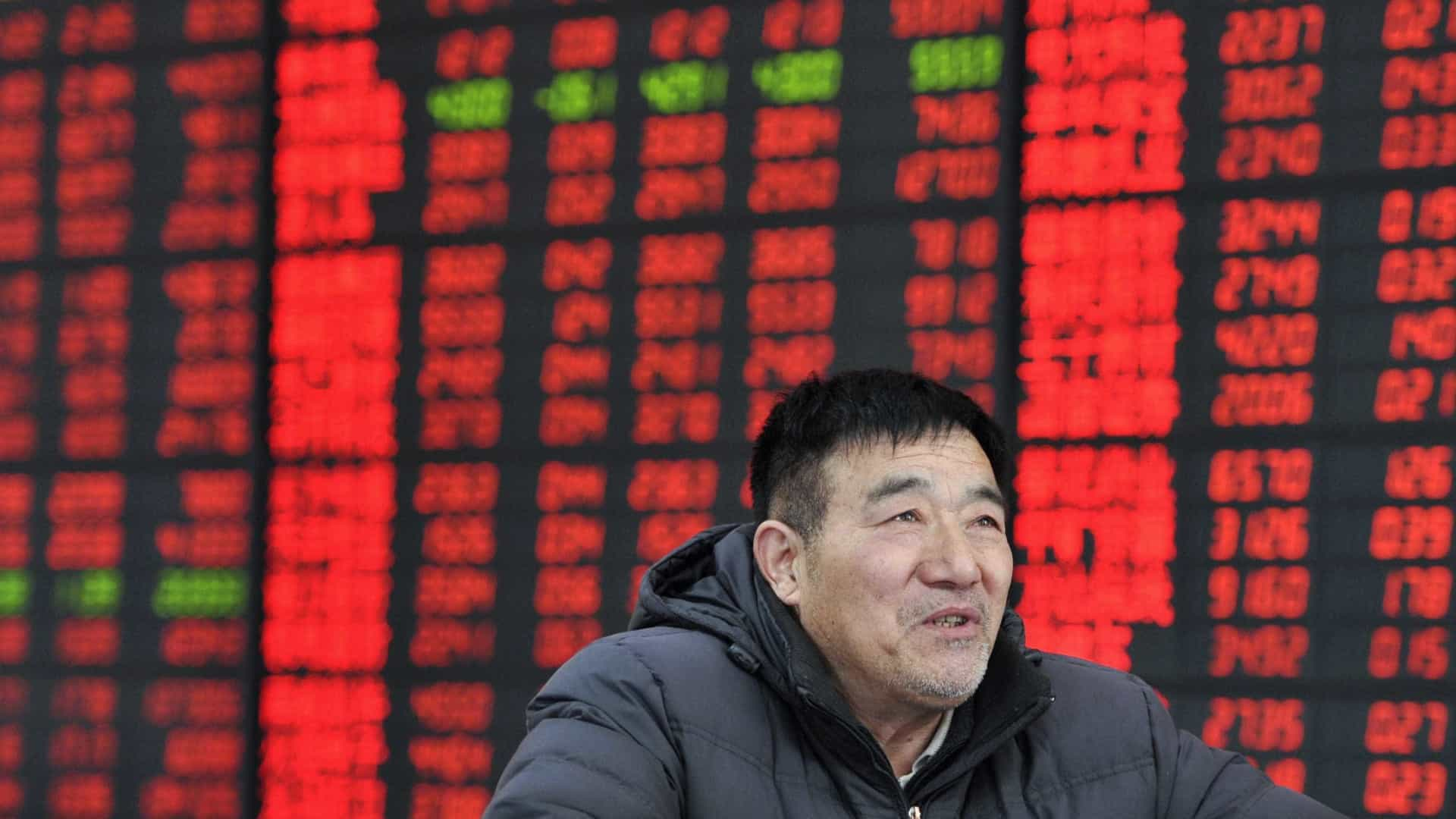China contraria Japão e fecha sessão no vermelho
