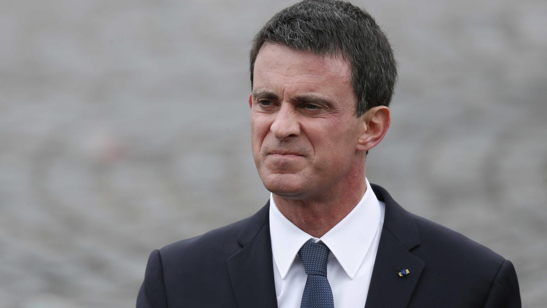 Valls vence por 139 votos, candidata da esquerda suspeita do resultado