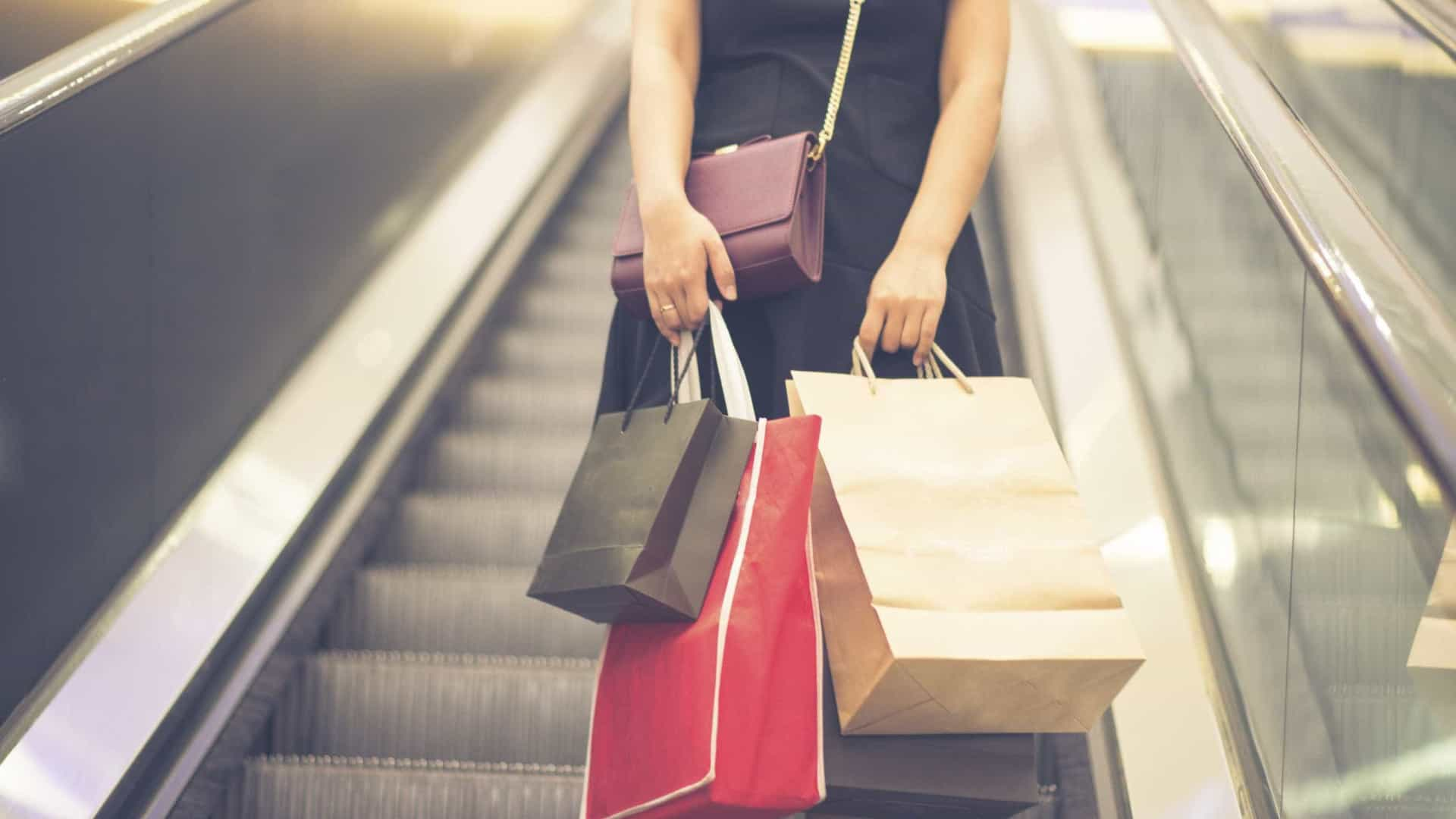 Confiança dos consumidores bate novo máximo de quase 20 anos