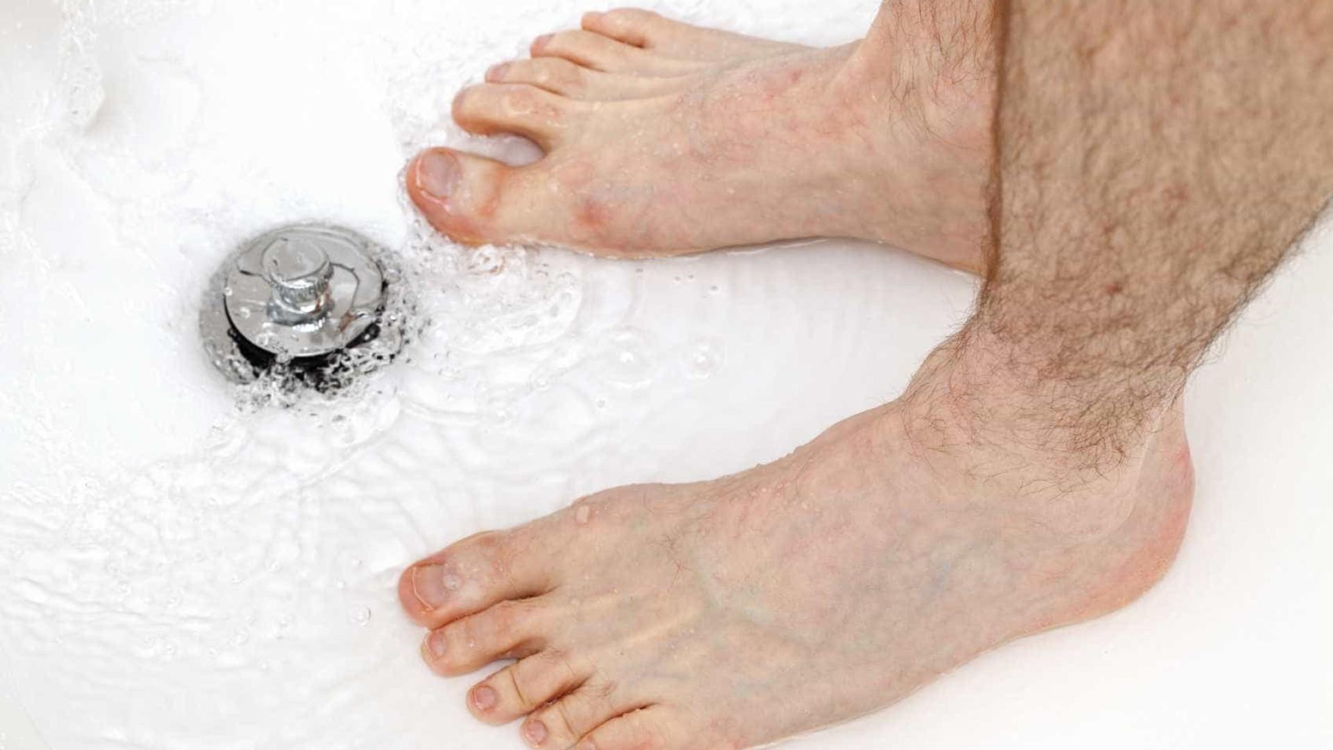 Urinar no banho? Há oito bons motivos para fazê-lo