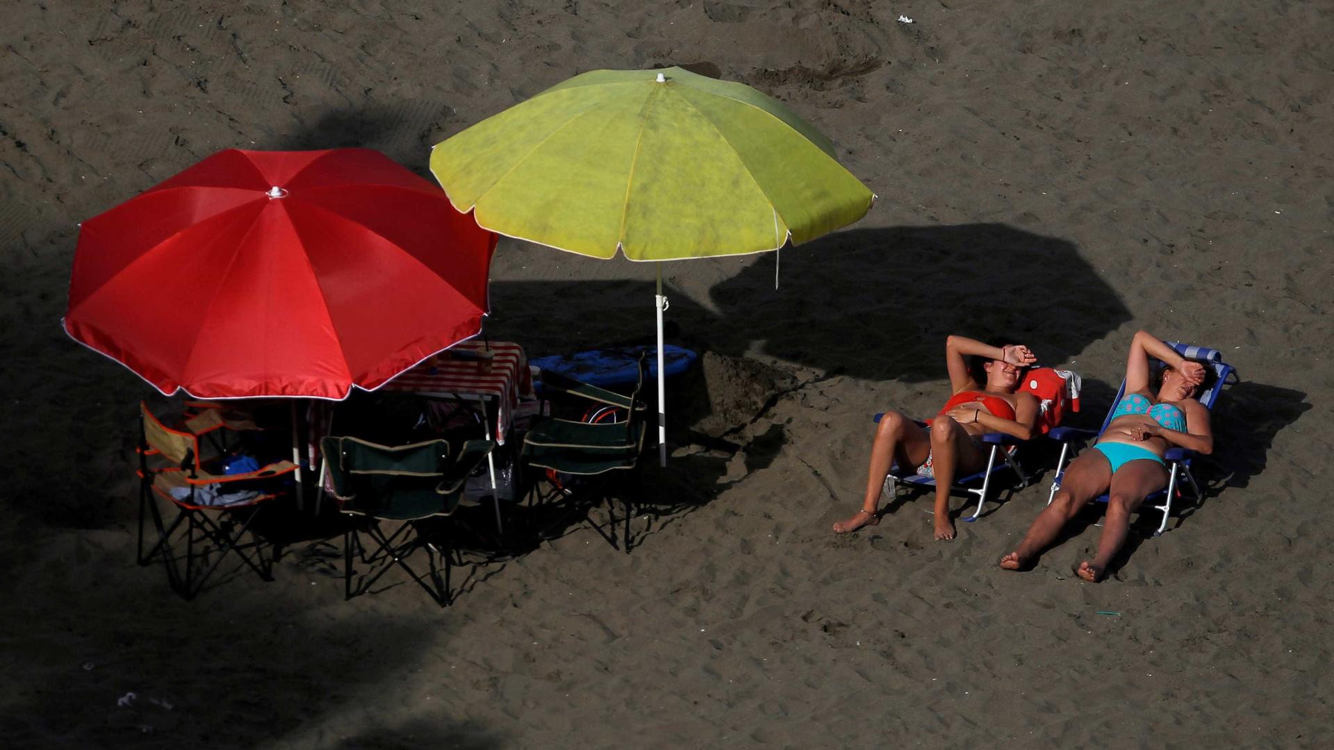 Onda calor põe Europa em alerta e provoca a morte a duas pessoas