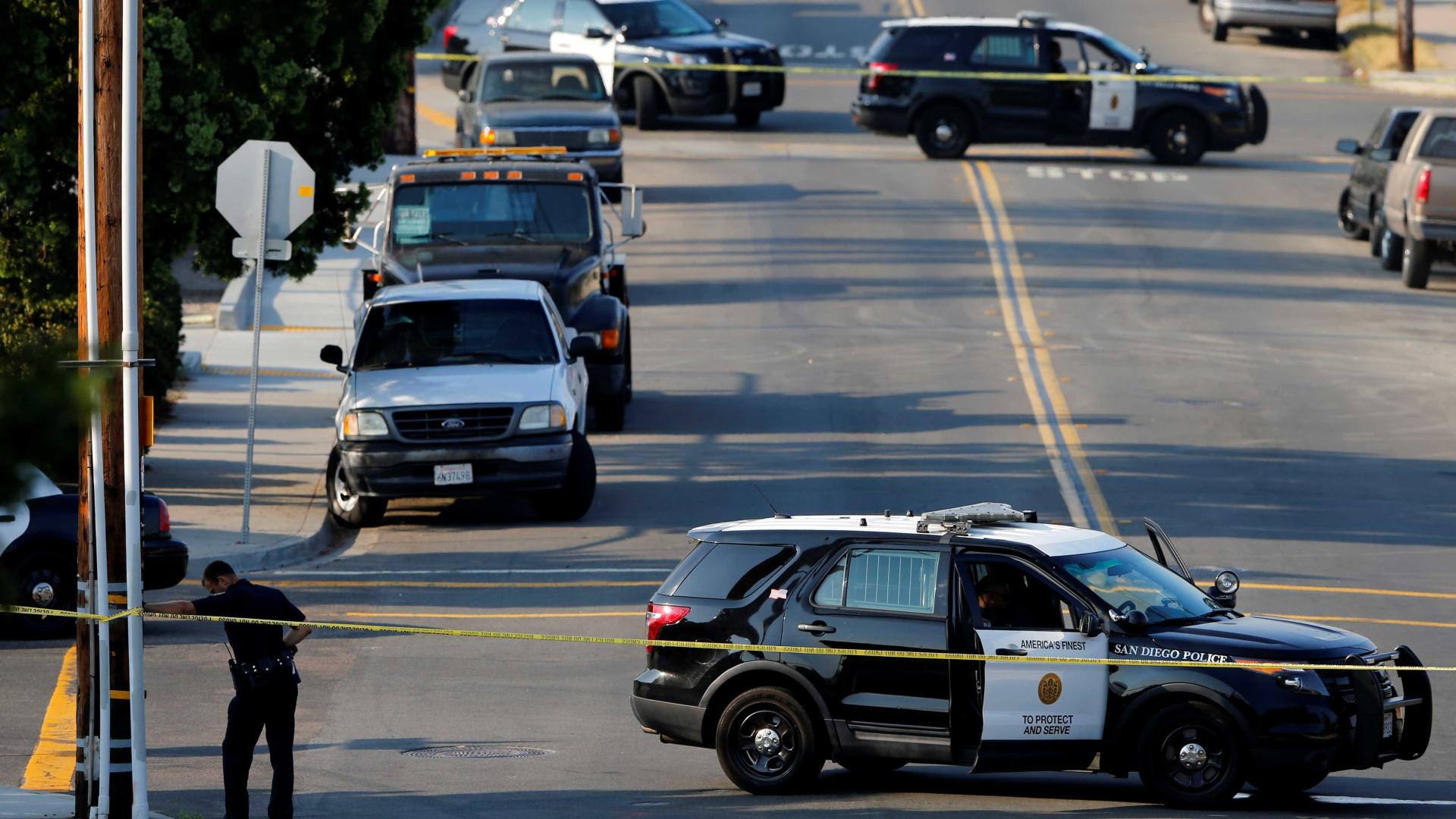 Dois polícias de Seattle alvejados em assalto, um está em estado crítico