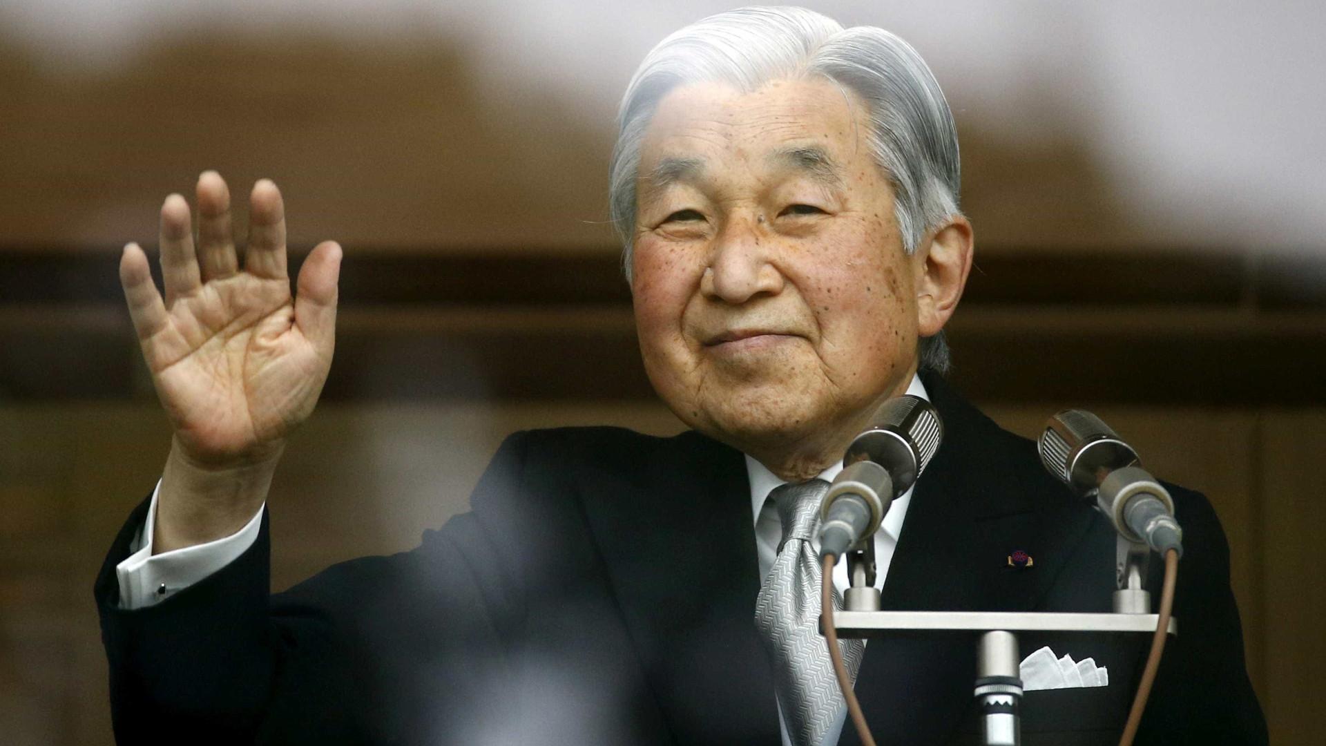 Governo japonês aprova abdicação do imperador Akihito