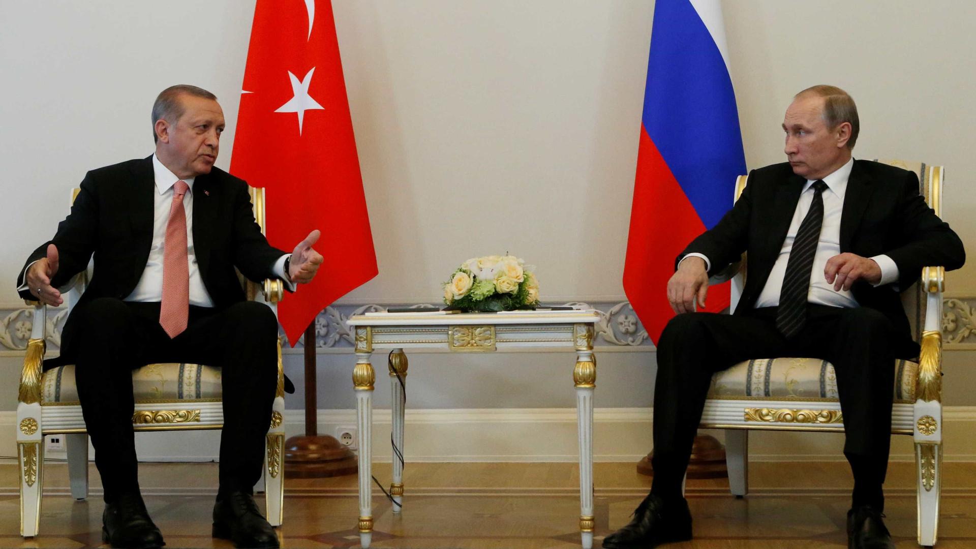 Putin e Erdogan realçam restabelecimento de relações