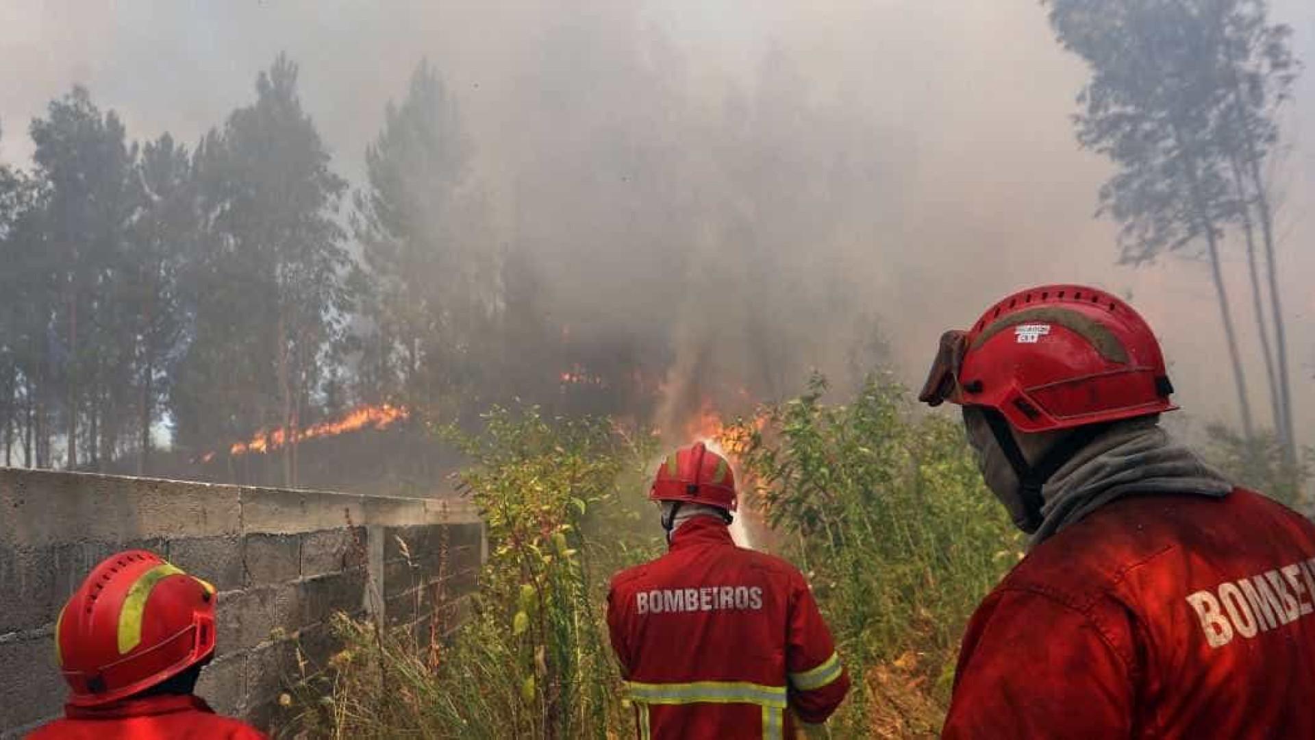 Liga apela à doação de água, fruta e barras energéticas para bombeiros