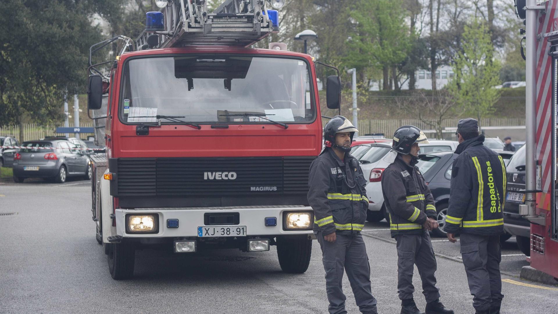 Incêndio deflagra em bar no centro do Porto