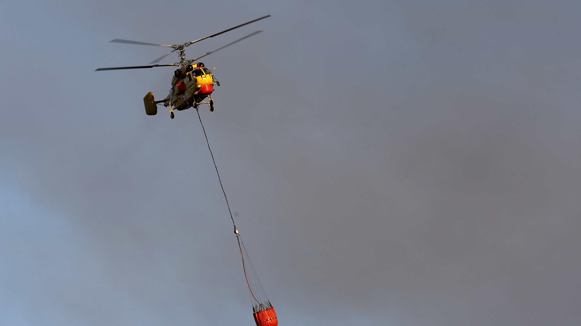 Alijó: Quatro meios aéreos reforçam combate às chamas