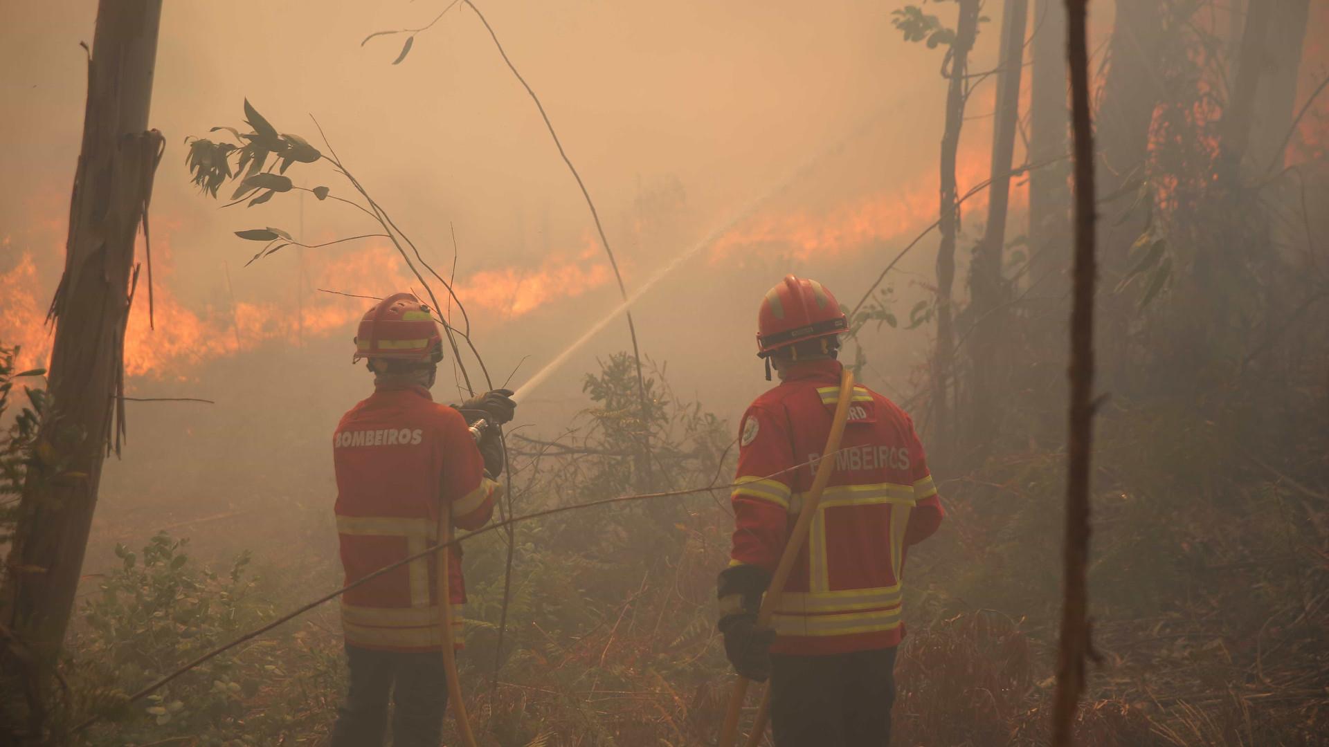 Incêndio em Chaves lavra desde a tarde com algumas localidades próximas
