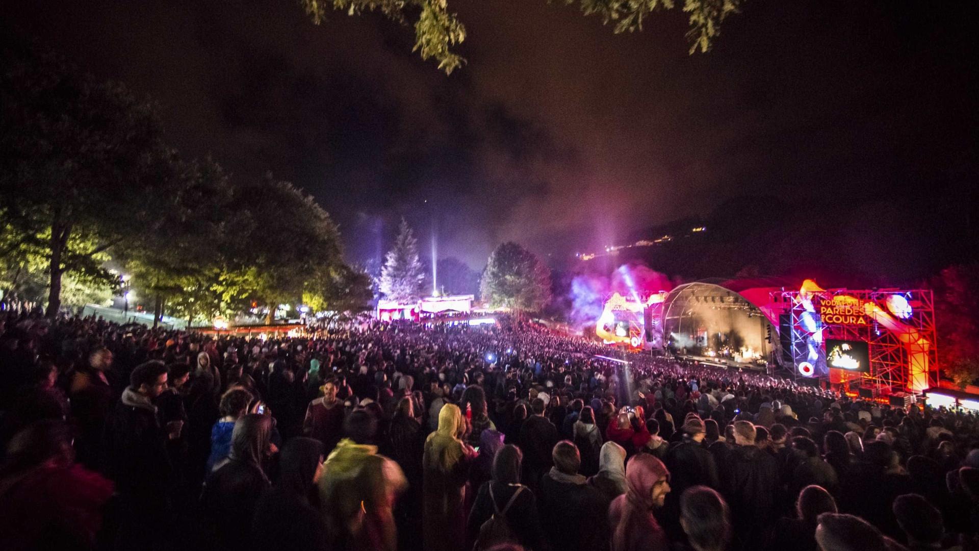 """Cartaz """"alternativo"""" faz de Paredes de Coura festival """"brutal"""""""