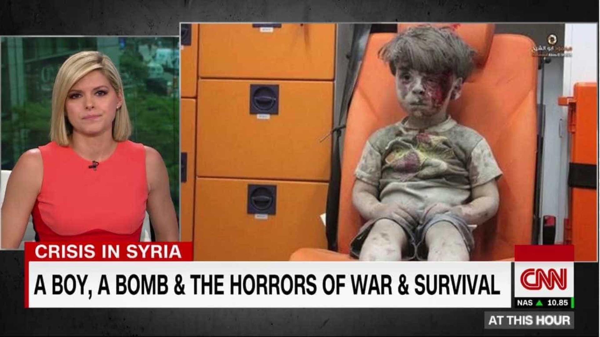 Jornalista emociona-se com história de Omran, o menino sírio
