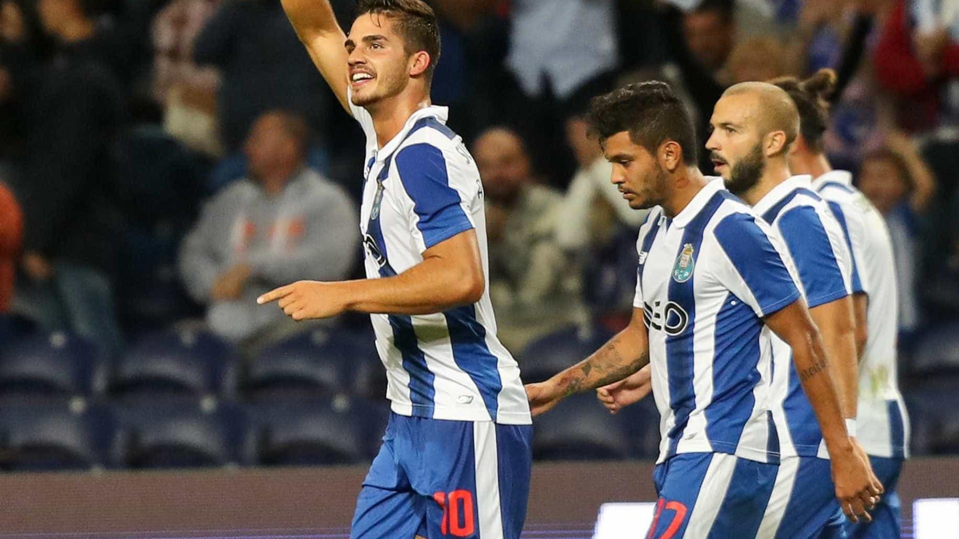 Colegas do FC Porto brincam com André Silva