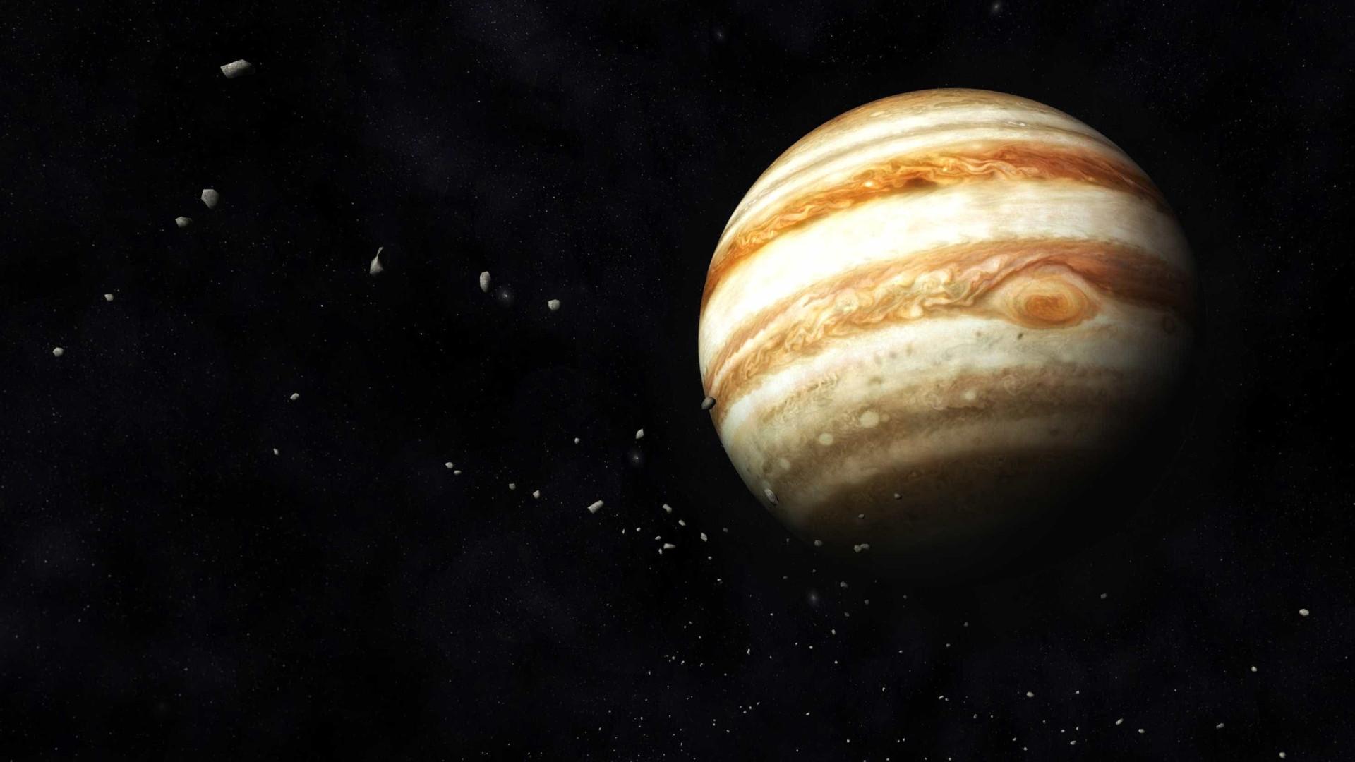 Júpiter é tão grande que não orbita em torno do Sol