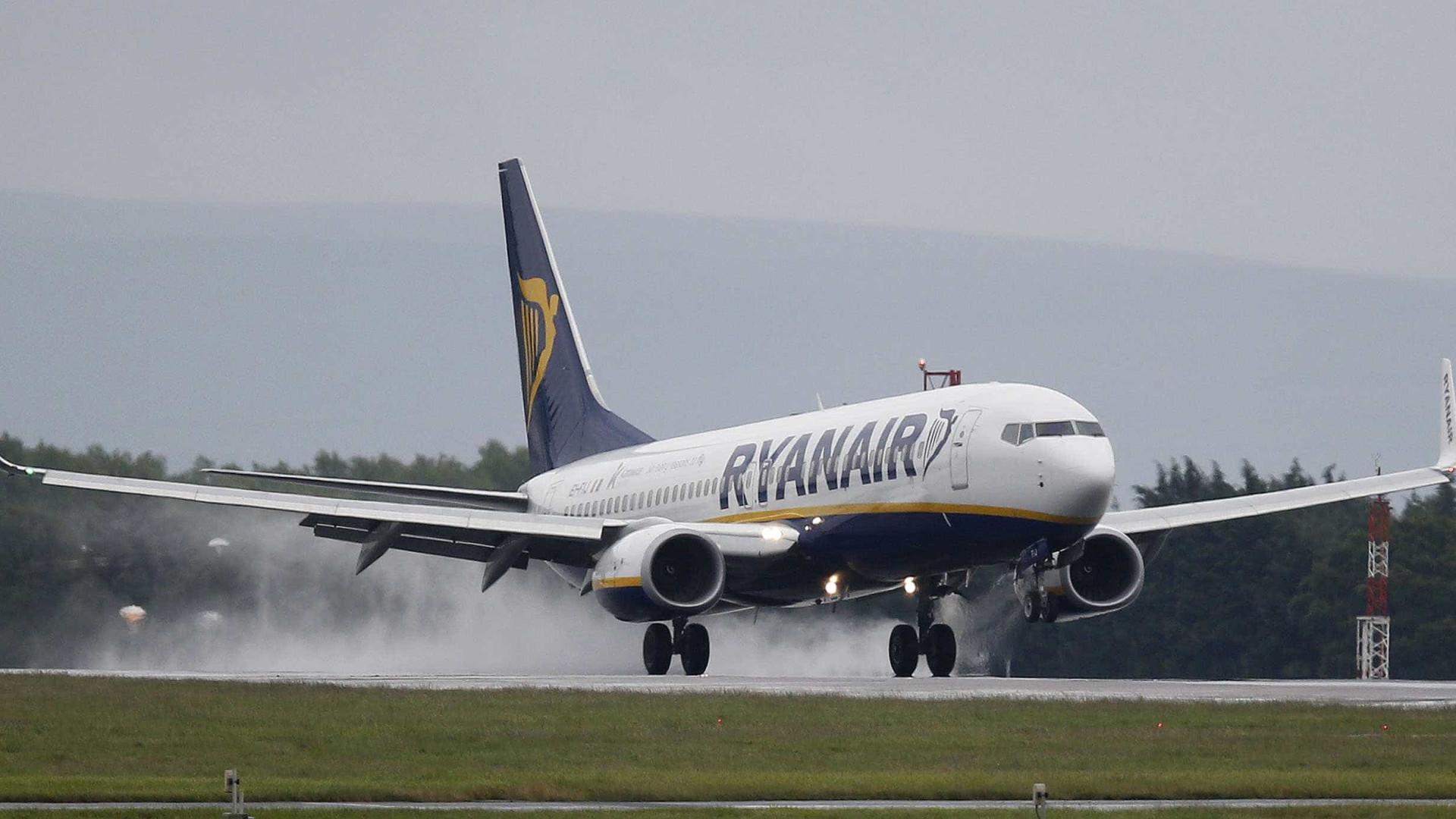 Todos os passageiros afetados foram notificados, garante Ryanair