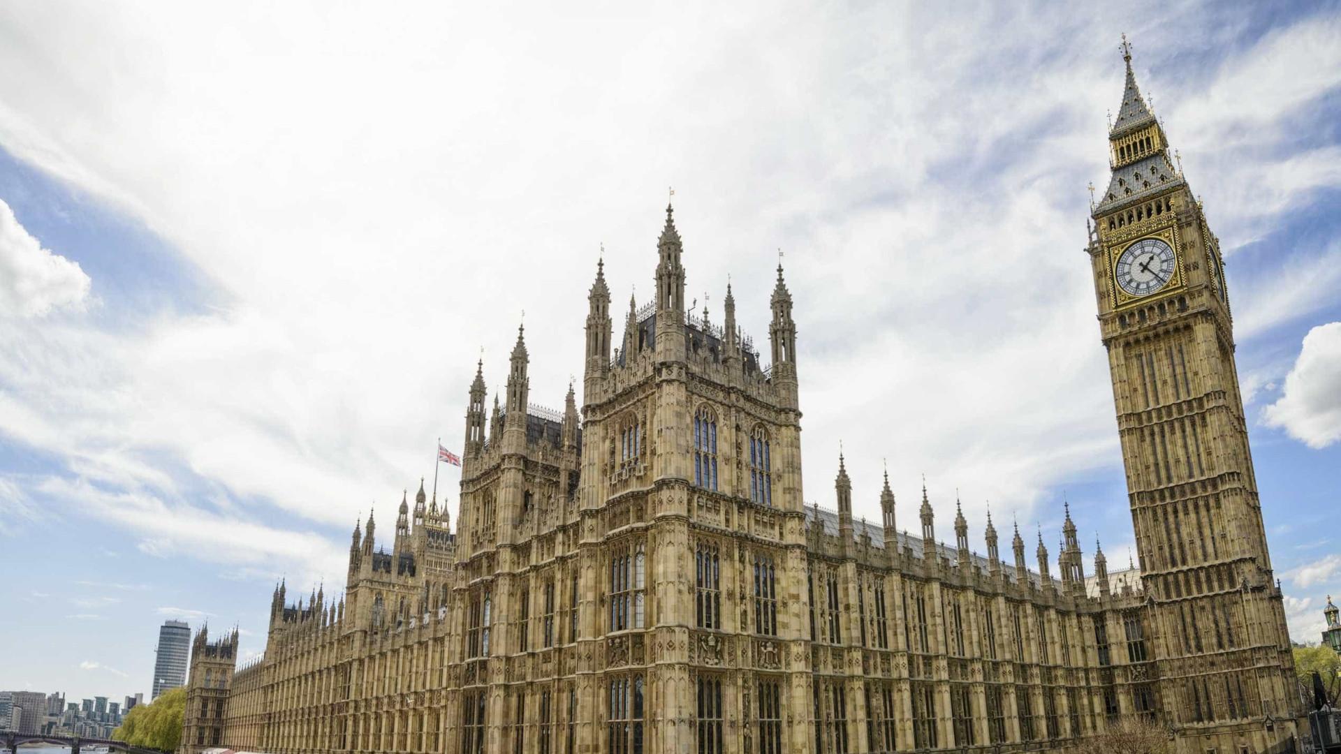 """""""Pacote suspeito"""" encontrado em Westminster não era perigoso"""