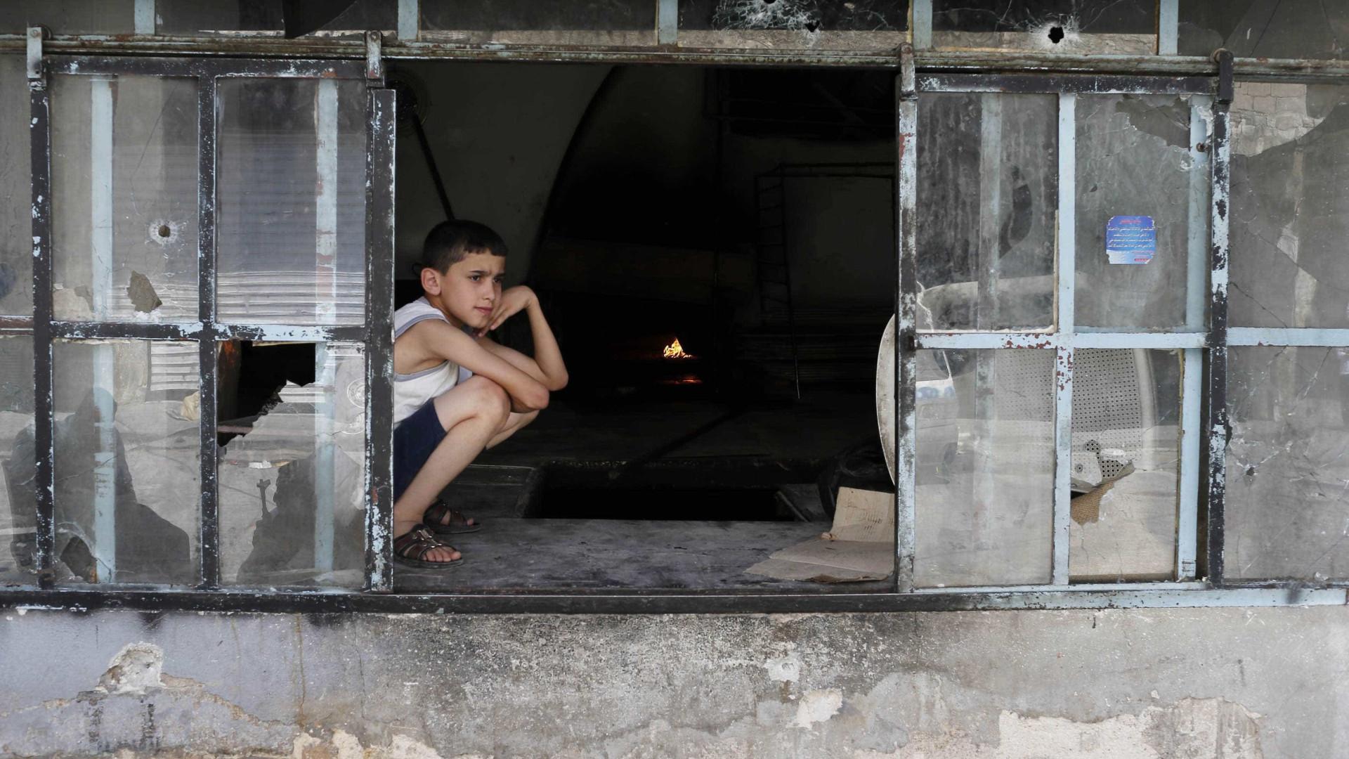 Há pelo menos 100 mil menores encurralados no leste de Alepo