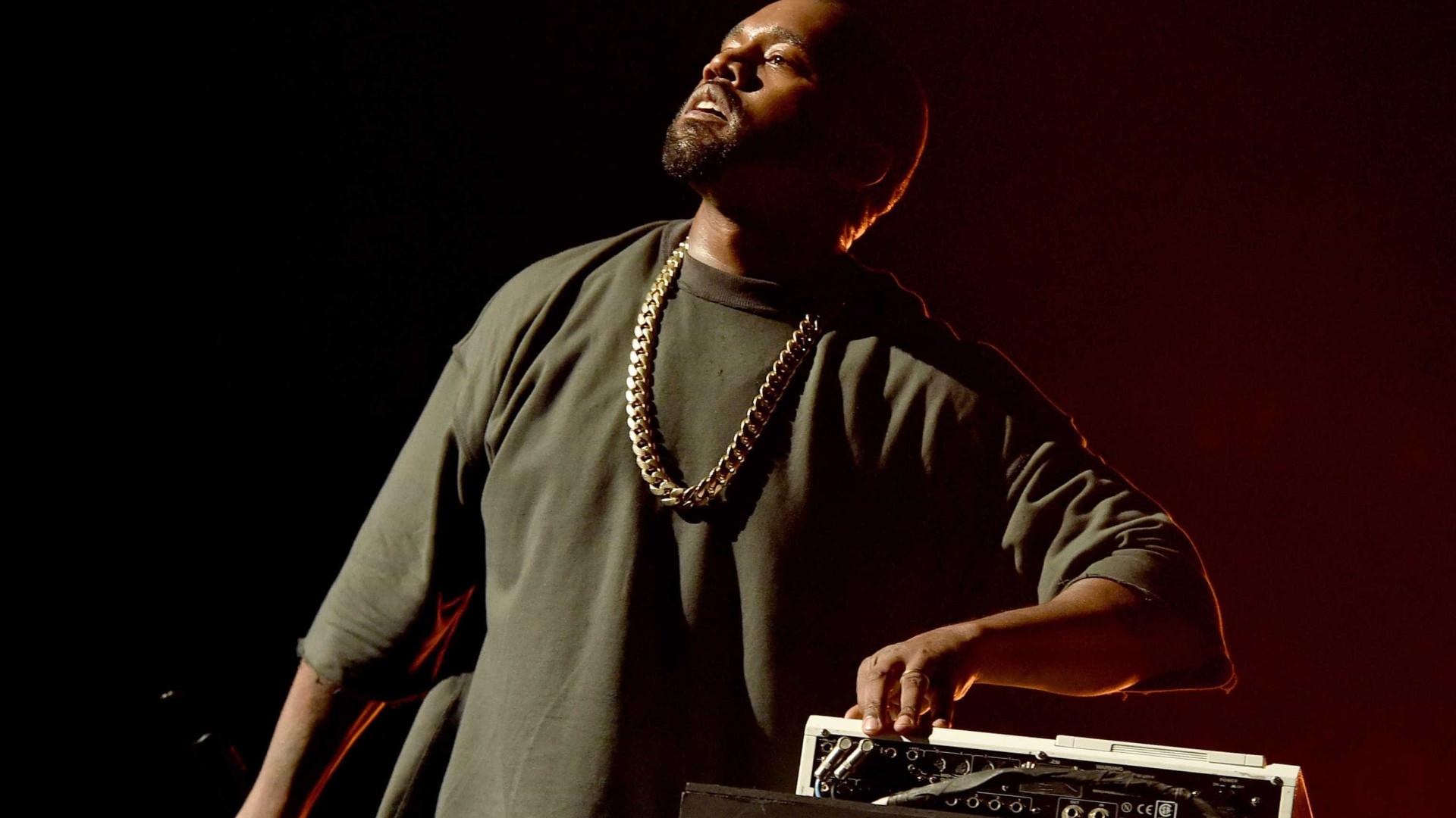 Após internamento hospitalar, Kanye West já está em casa