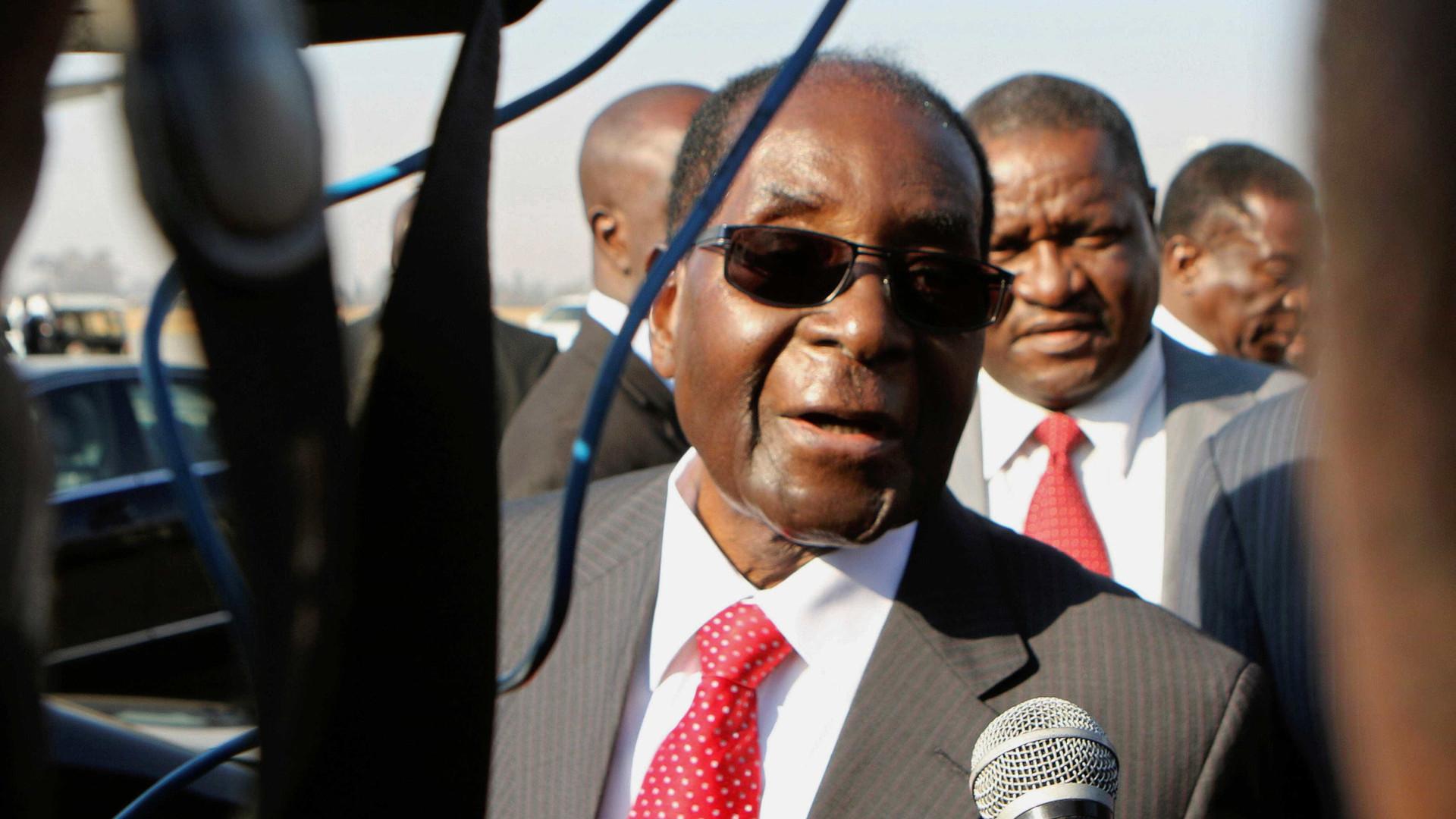 Após demissão, Mugabe vai receber imunidade diplomática