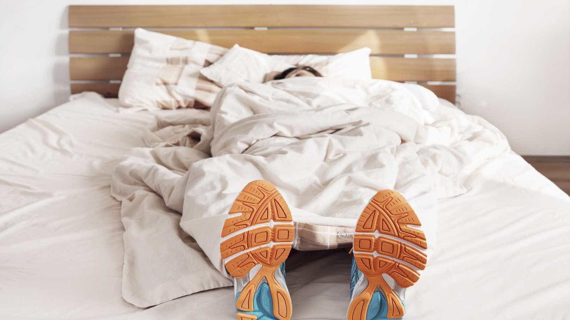 Renda-se à preguiça e faça estes exercícios sem sair da cama