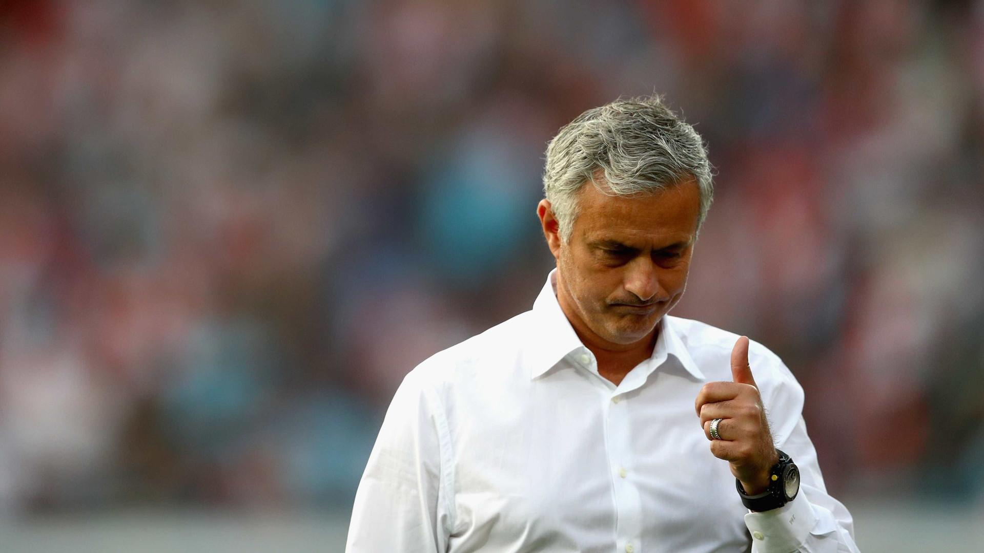 Mourinho avisa que nenhum jogador do Manchester United é intocável