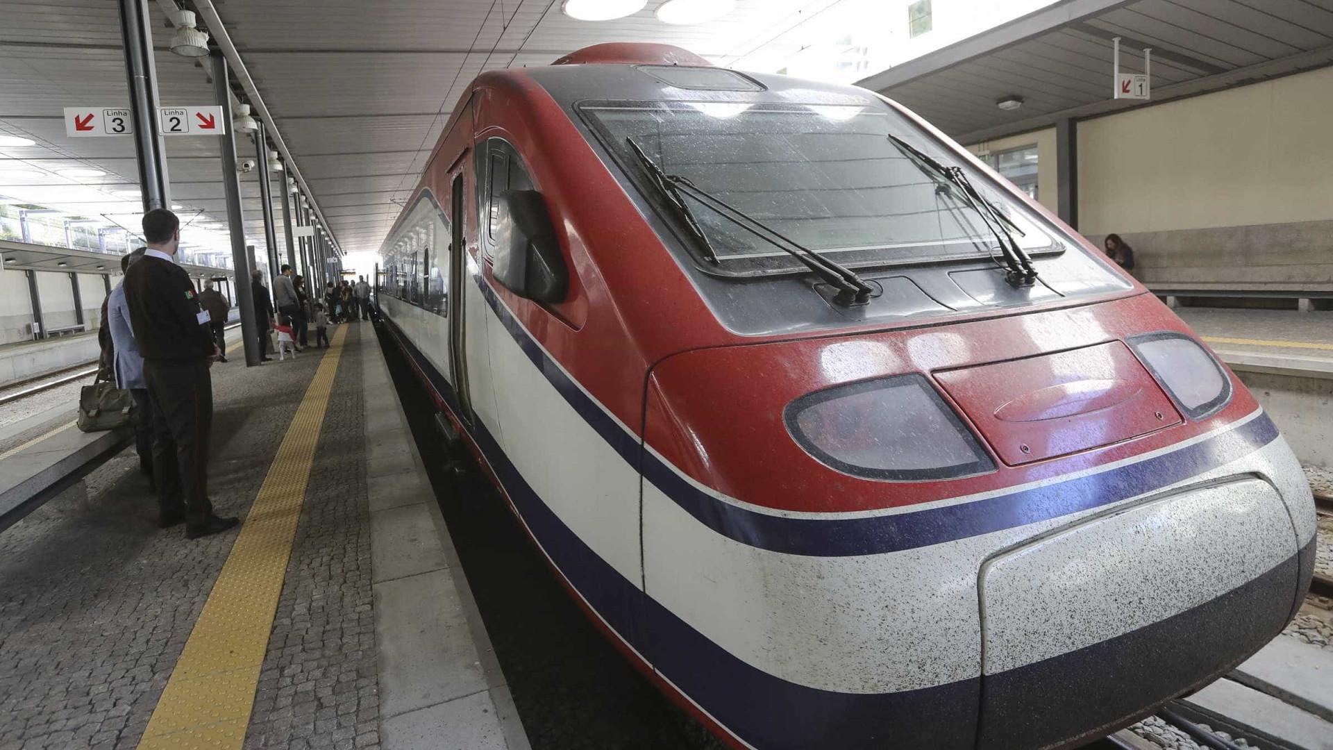 CP lança viagens de comboio entre Lisboa e Porto a preços de saldo