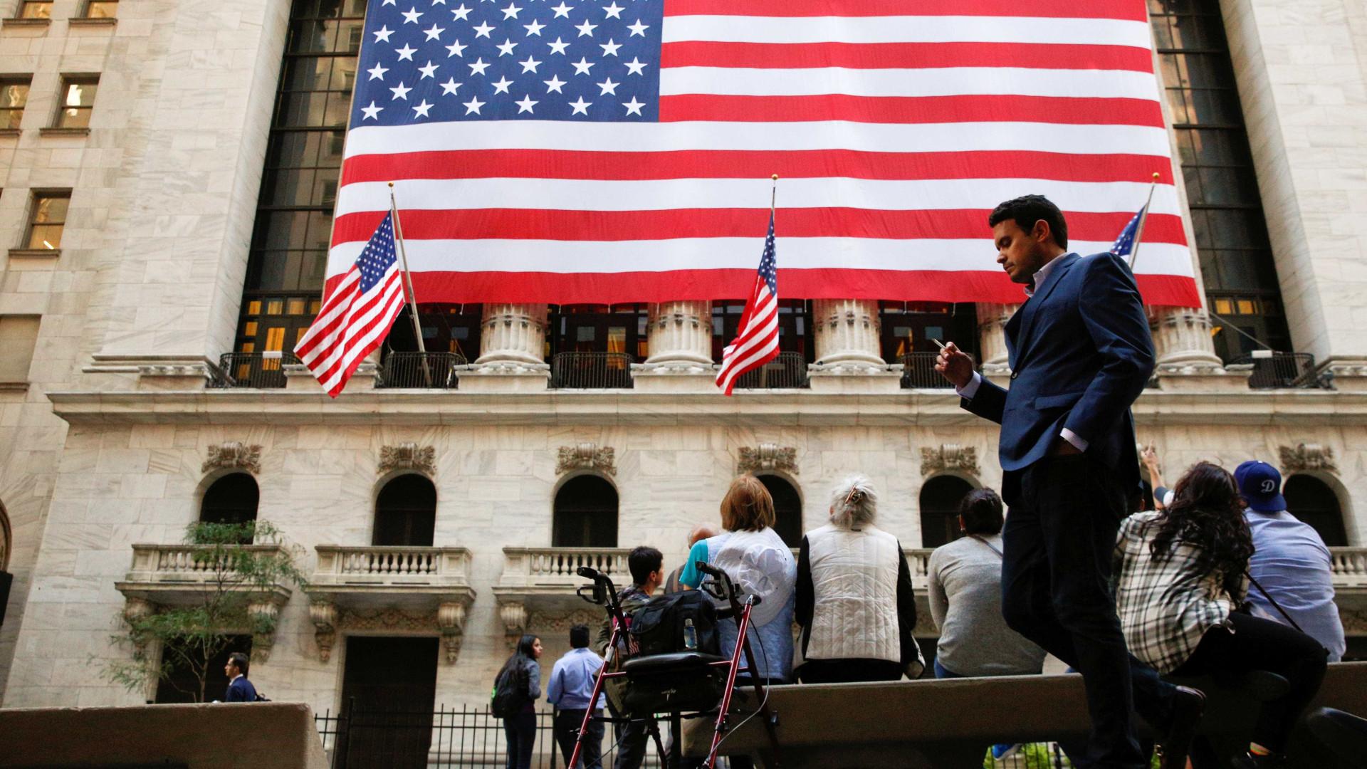 Bolsa de Nova Iorque negoceia em alta impulsionada por vendas a retalho