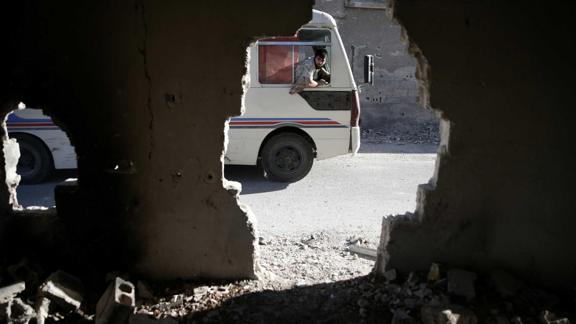 """ONU alerta que 16 mil civis de Alepo procuram """"desesperadamente"""" refúgio"""