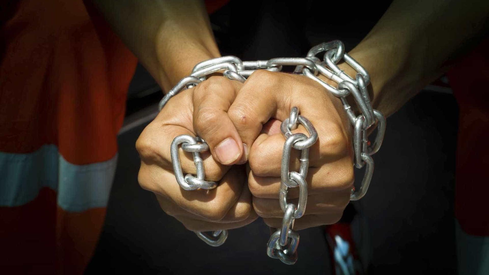 Casal acusado de crimes de escravidão, tráfico de pessoas e roubo