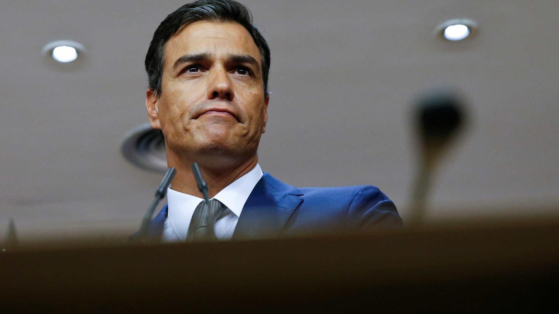 Sánchez leva Constituição e diálogo nas mãos para reunião com Torra