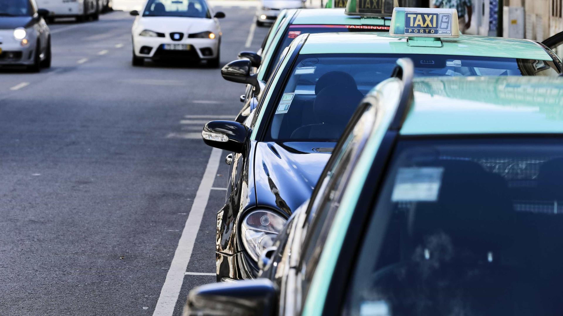 Taxista agredido a murro em tentativa de assalto no Porto